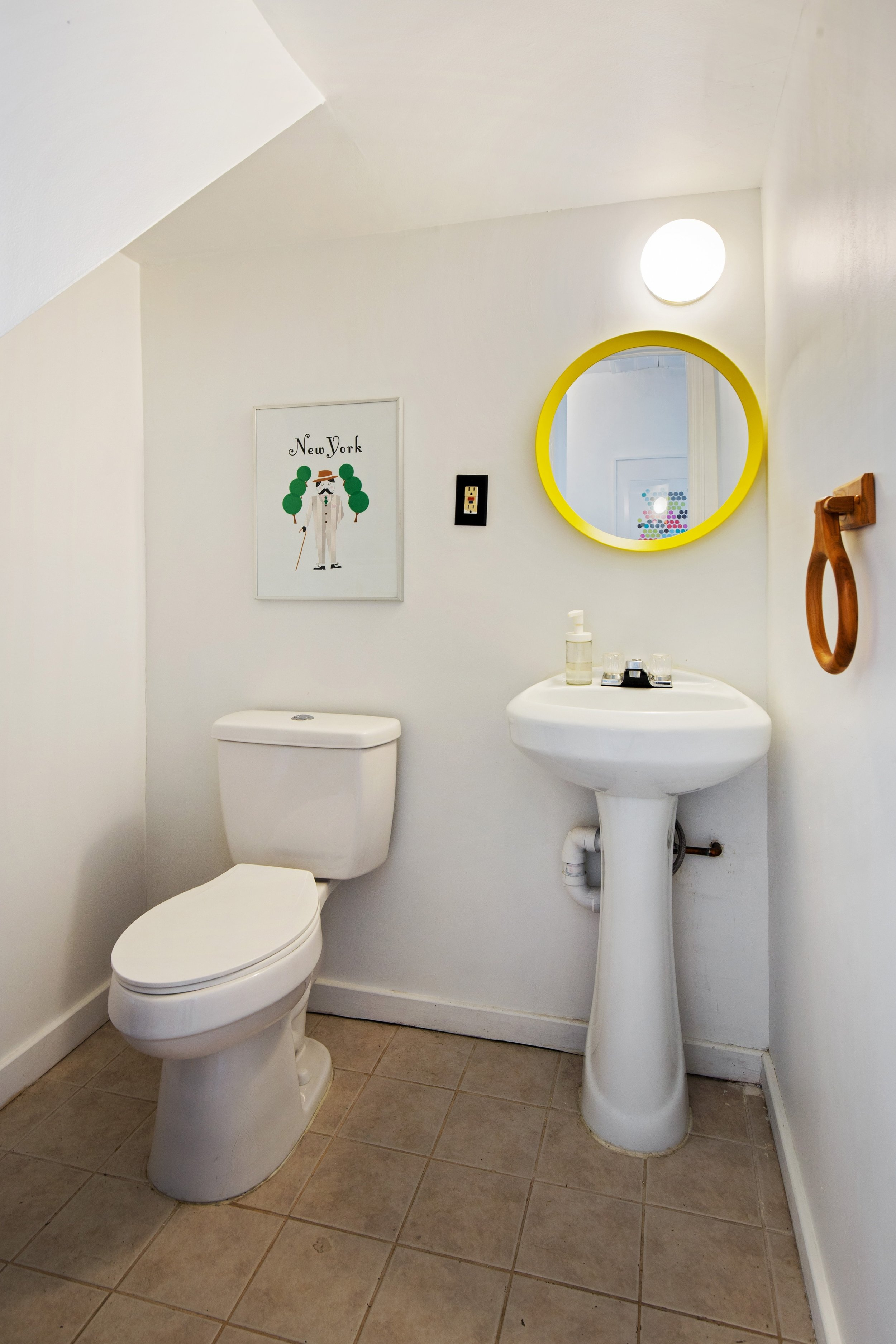 09_712monroestreet_8_Bathroom_HiRes.jpg