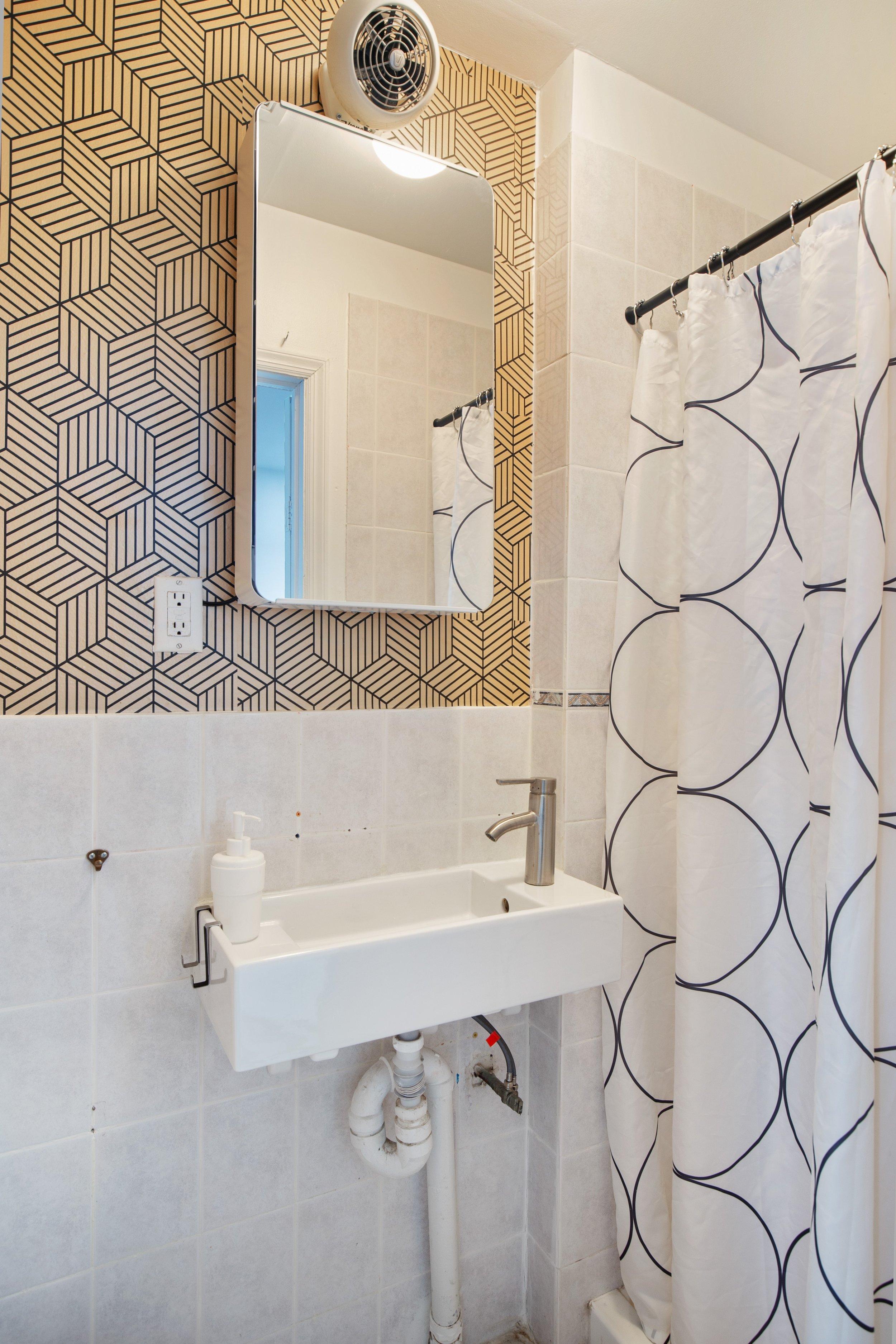 10_712monroestreet_323_Bathroom_HiRes.jpg