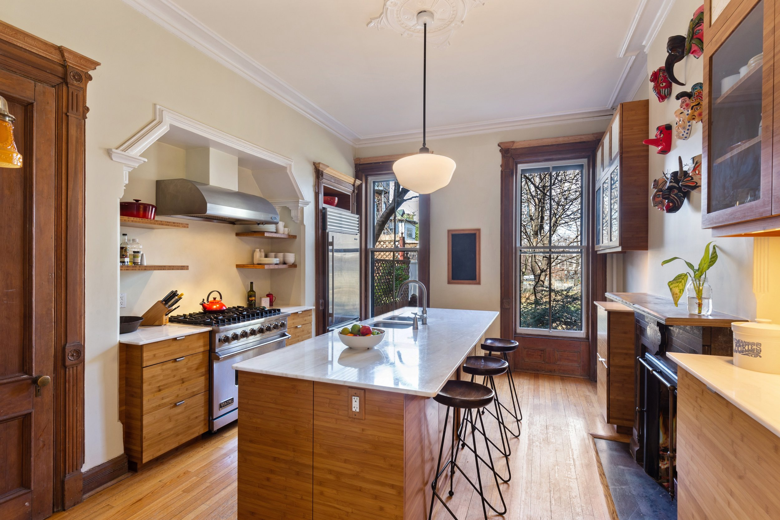 05_151WilloughbyAve_5_Kitchen_HiRes.jpg