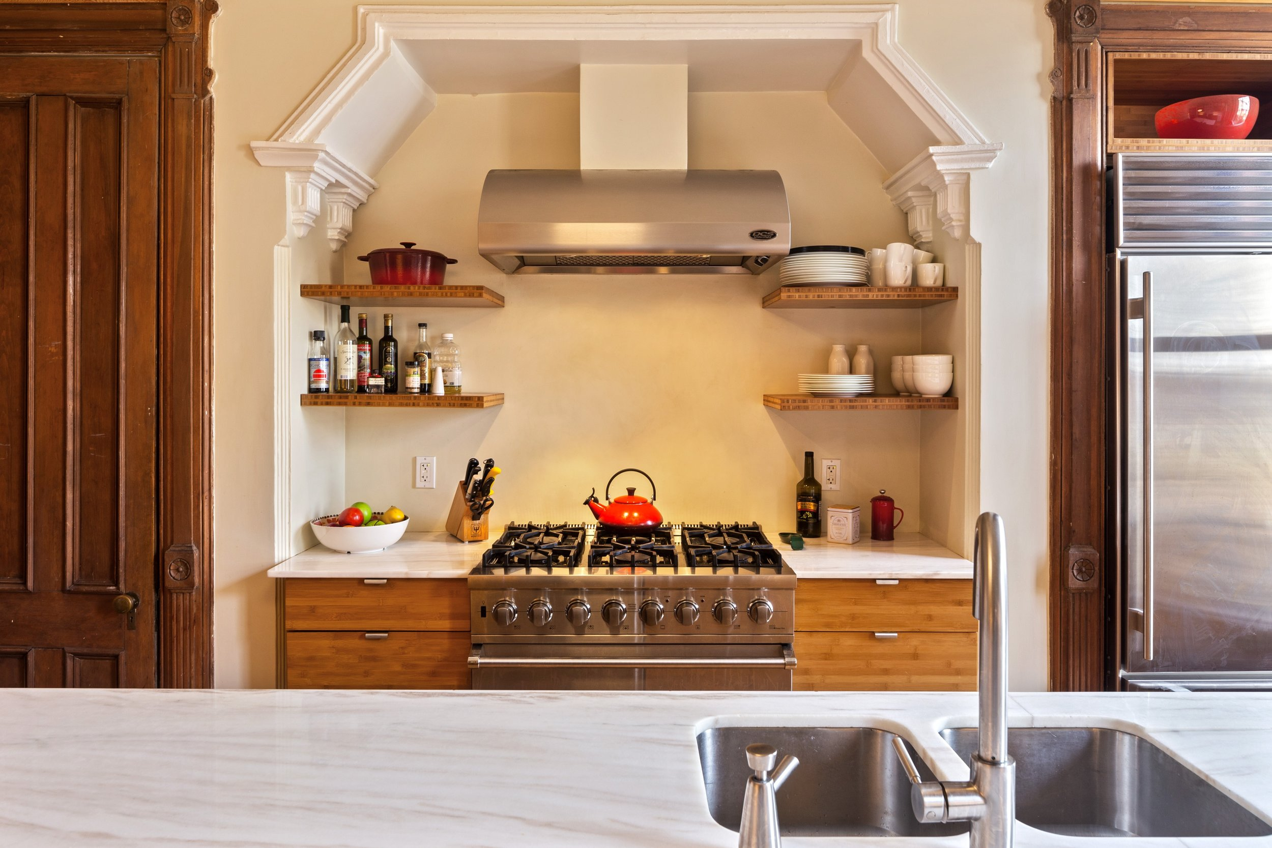 07_151WilloughbyAve_177002_Kitchen_HiRes.jpg