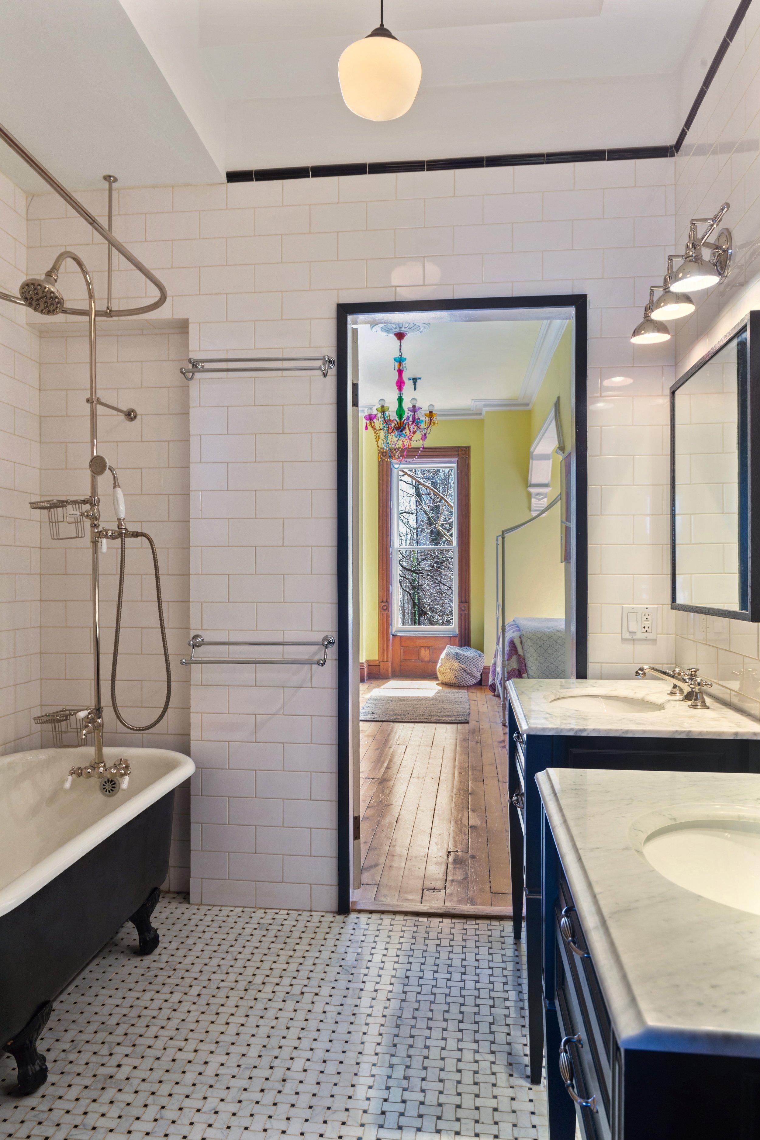 16_151WilloughbyAve_323_Bathroom_HiRes.jpg