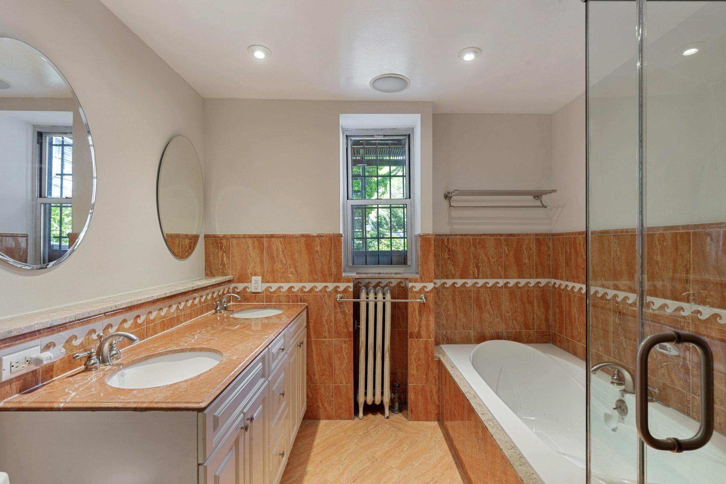12_135gatesavenue_8_Bathroom_HiRes.jpg