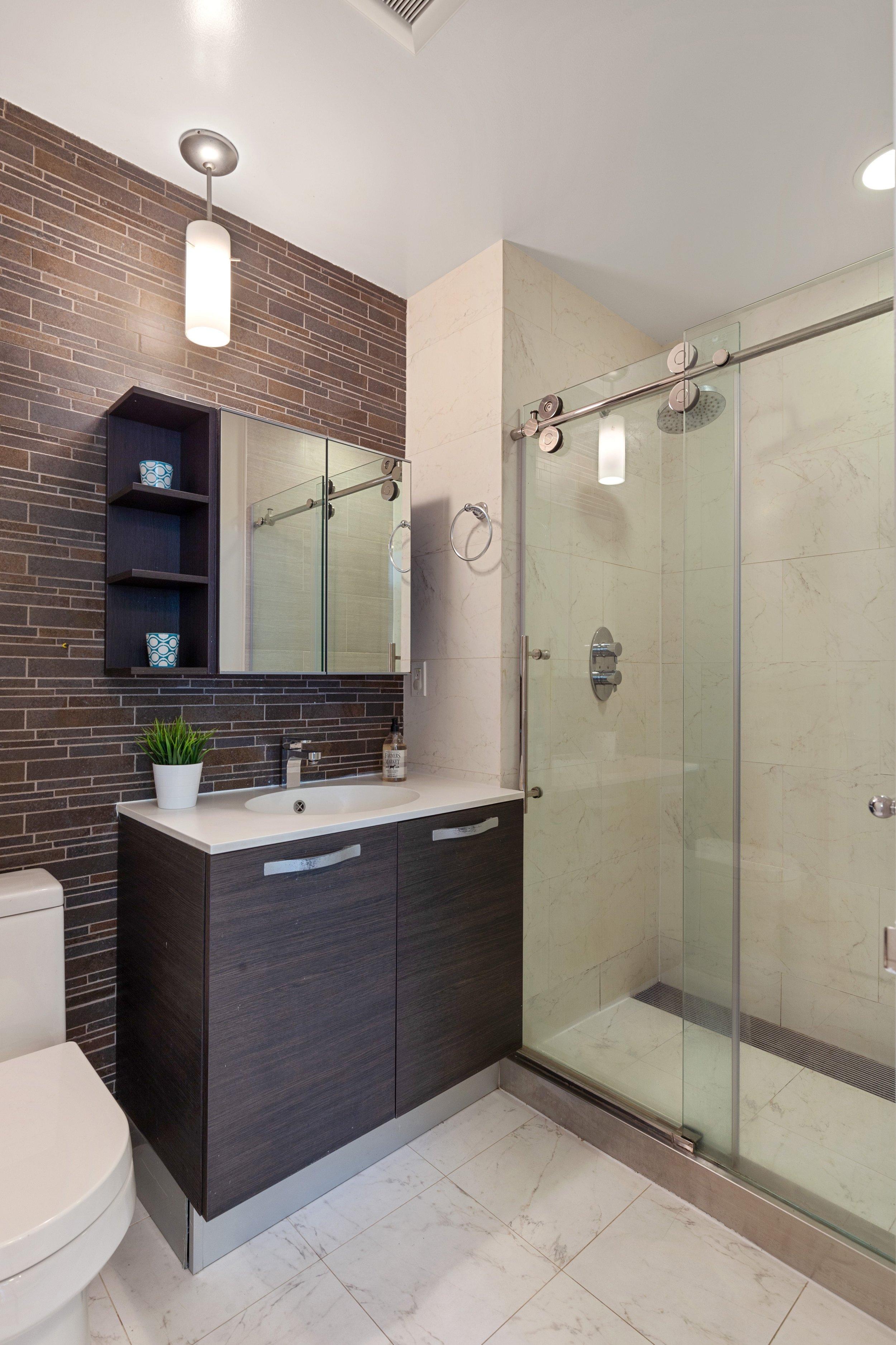 09_16388thAvenue_1A_8_Bathroom_HiRes.jpg