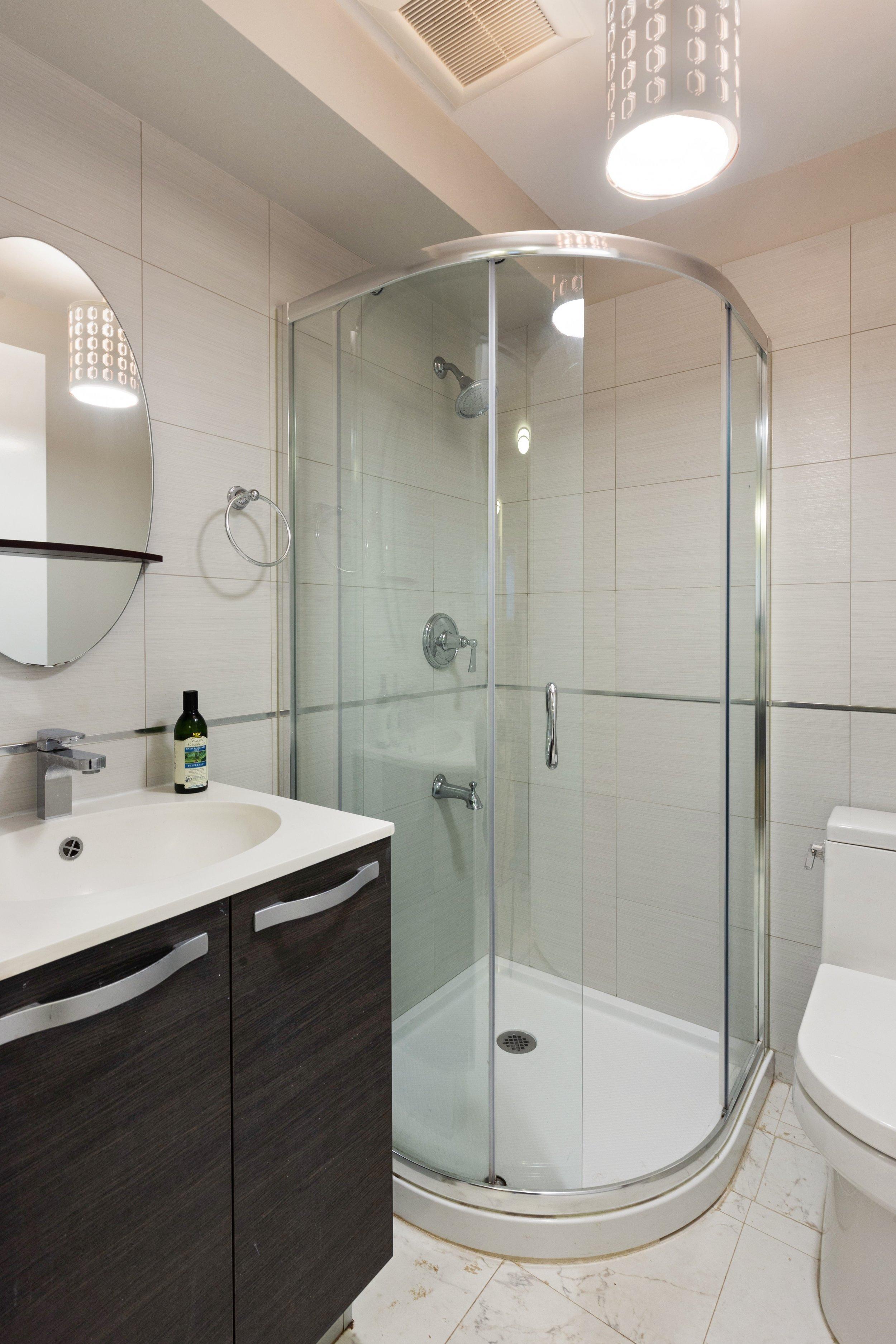 10_16388thAvenue_1A_323_Bathroom_HiRes.jpg