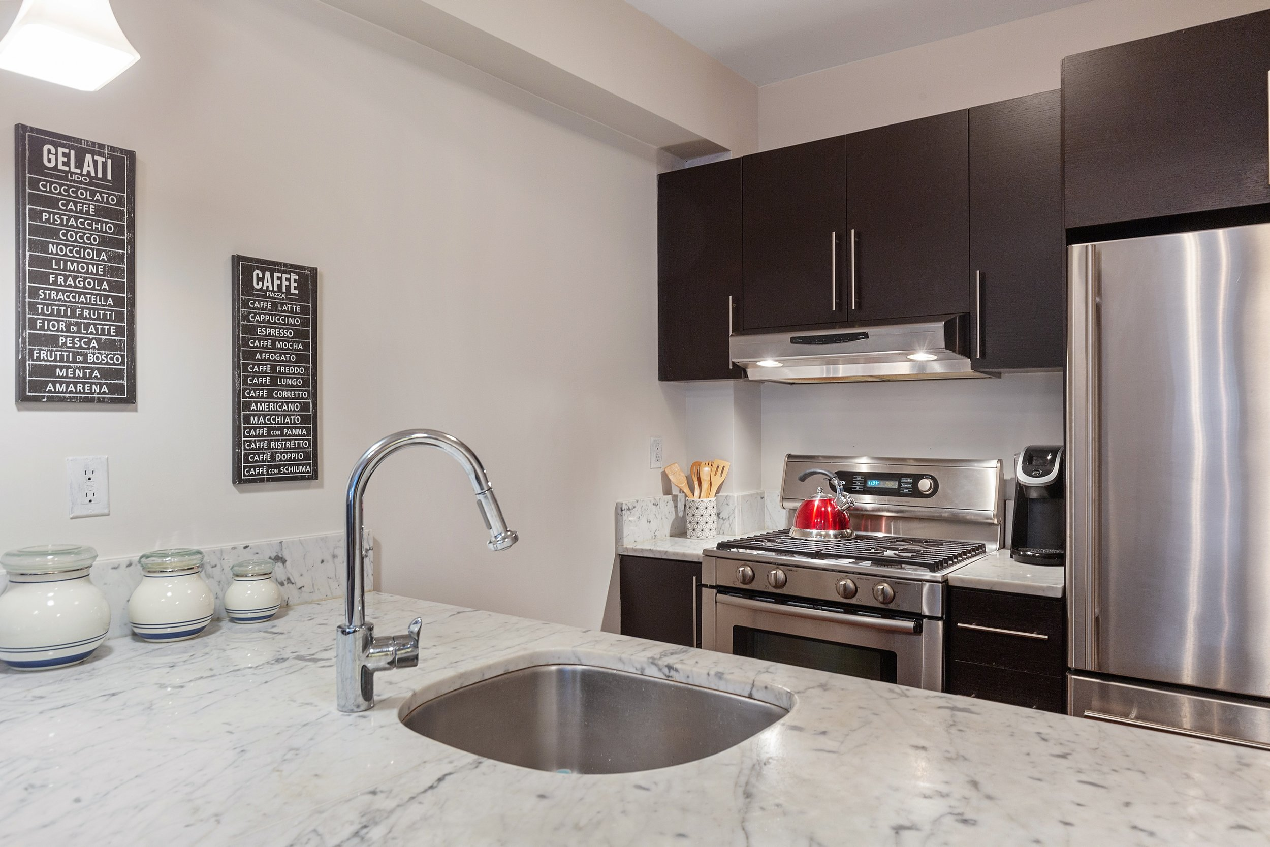 4_264cumberlandstreet_1_5_Kitchen_HiRes.jpg