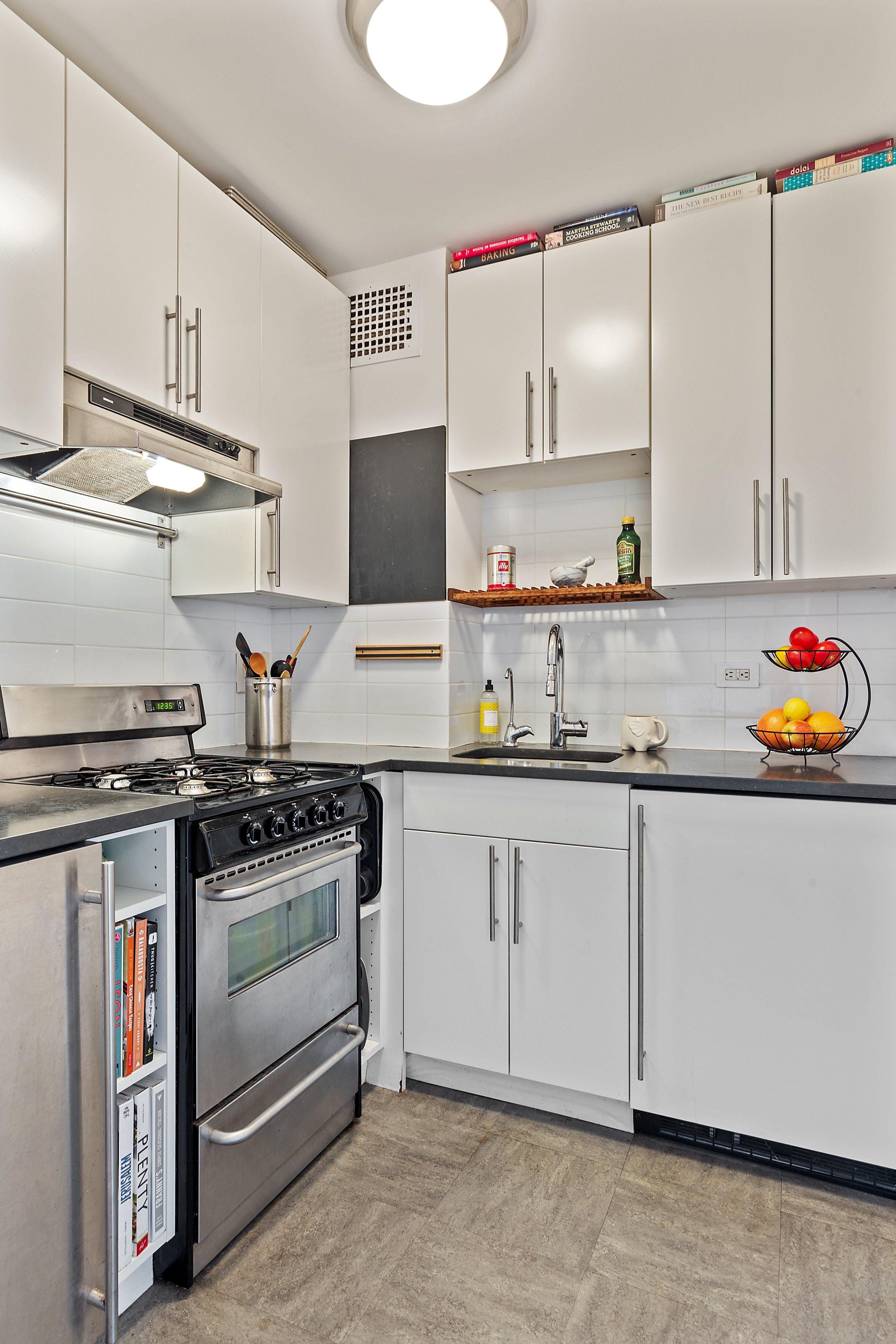 4_45GraceCourt_Apt5E_5_Kitchen_HiRes.jpg