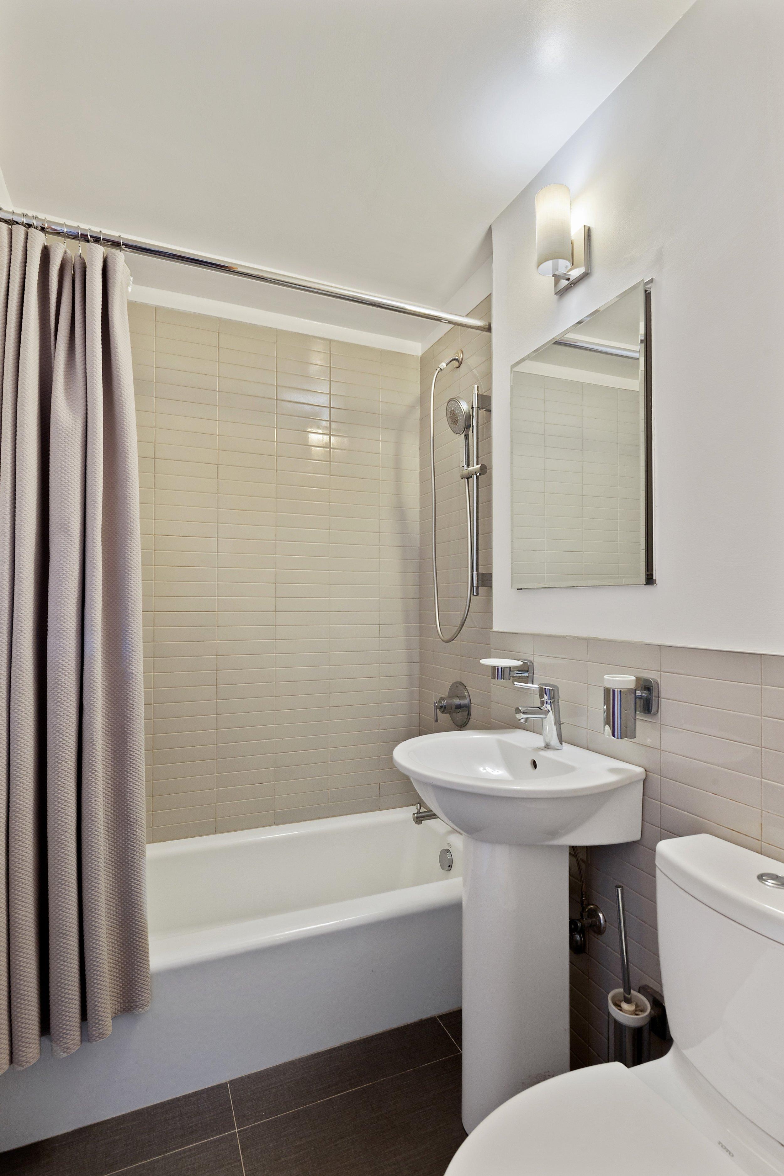 7_45GraceCourt_Apt5E_8_Bathroom_HiRes.jpg