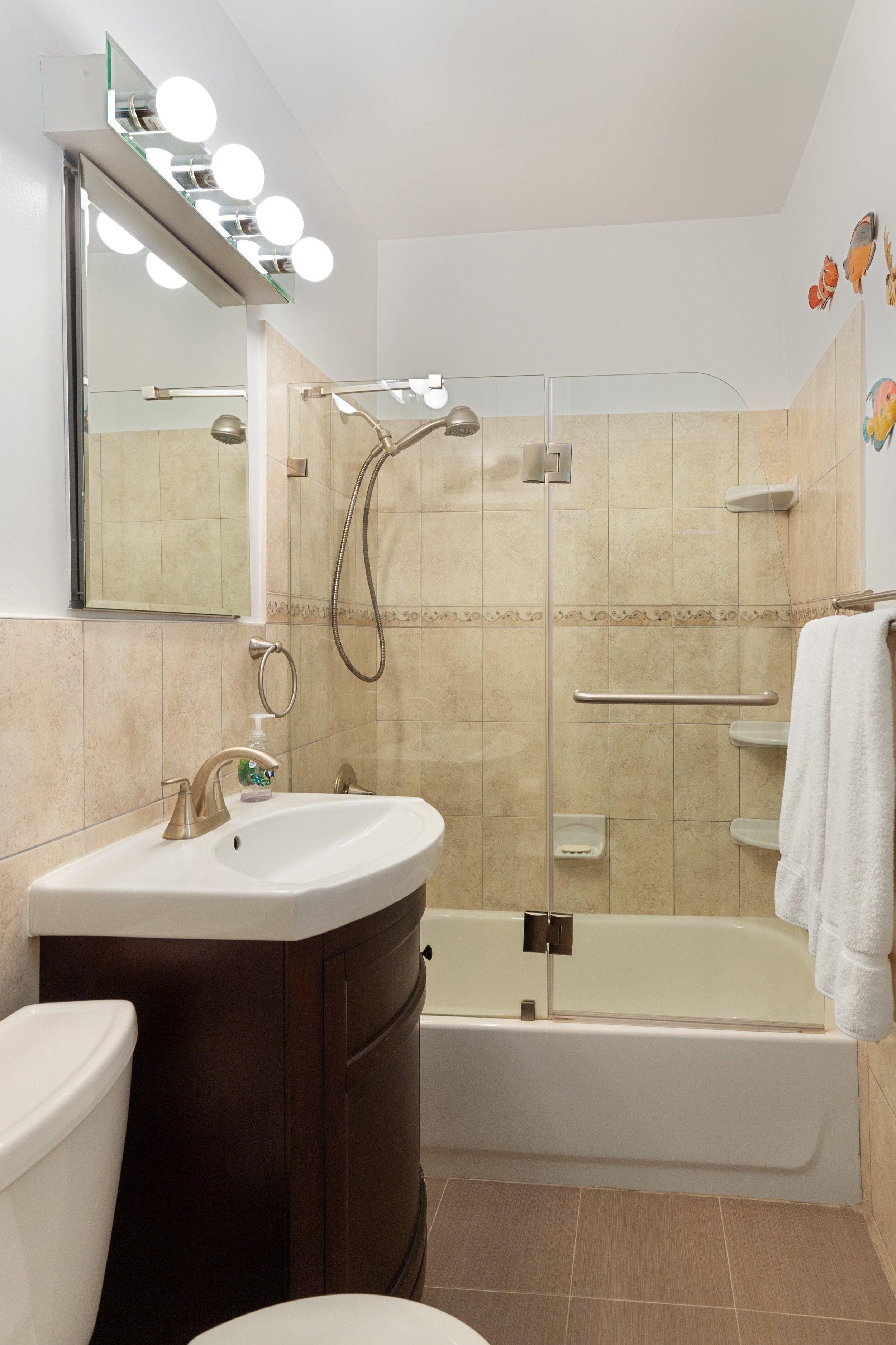 6_87HicksStreet_2D_8_Bathroom_HiRes.jpg