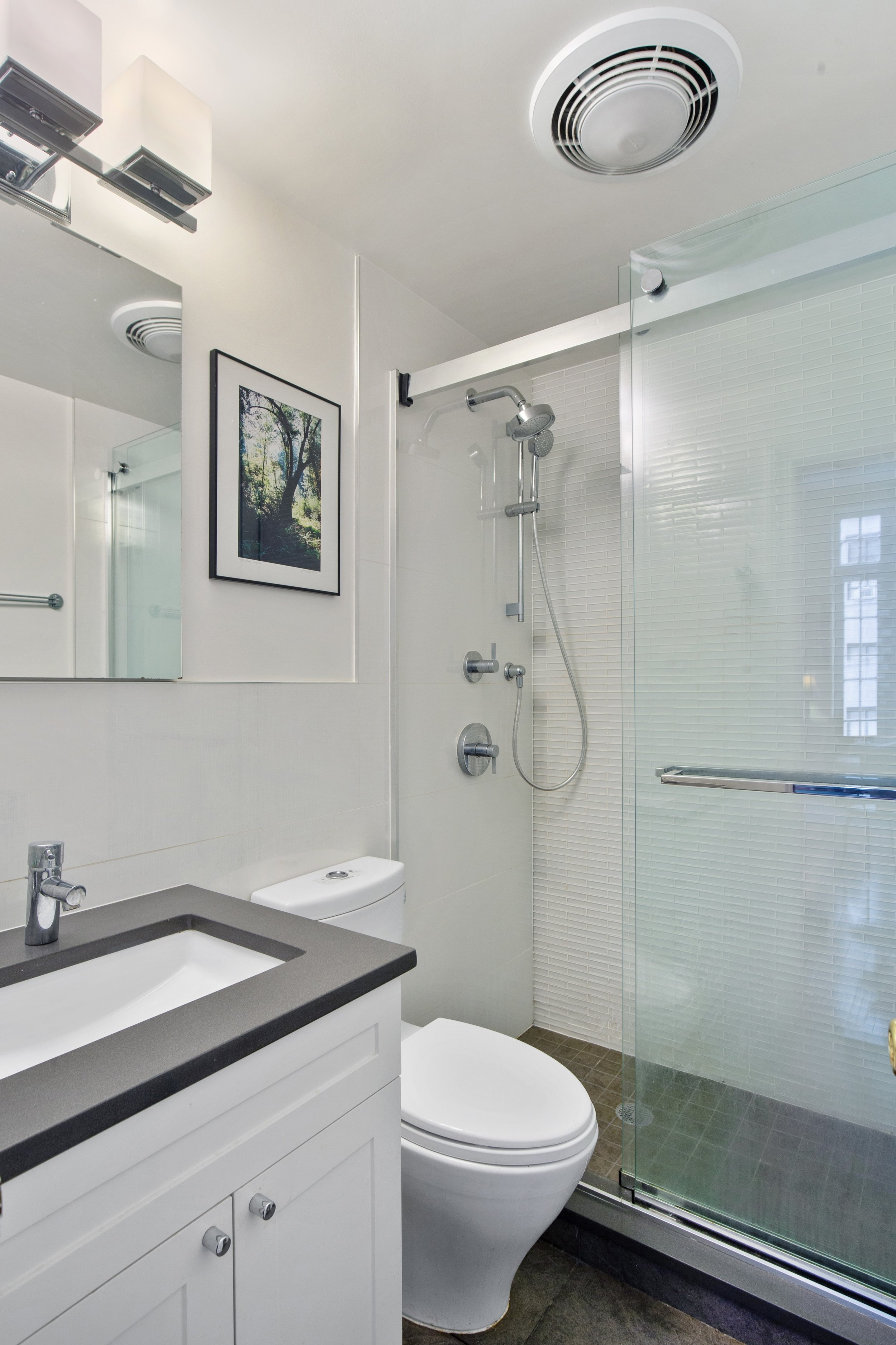 6_177ColumbiaHeights_Apt14_8_Bathroom_HiRes.jpg