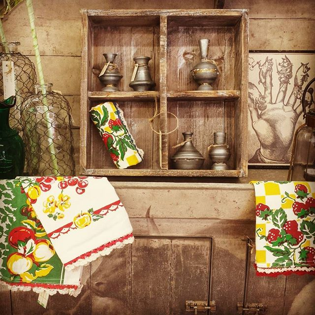 Tea towels like your grandma had, and gorgeous galvanized candle holders like you've always wanted. Winning combination.  #friendswoodhardware #thebighammer #shopsmall #shoplocal #friendswood #pearland #houston #tx #new #retro #vintage #unique #tbt #throwbackthursday #gift #decor #homedecor #ftw