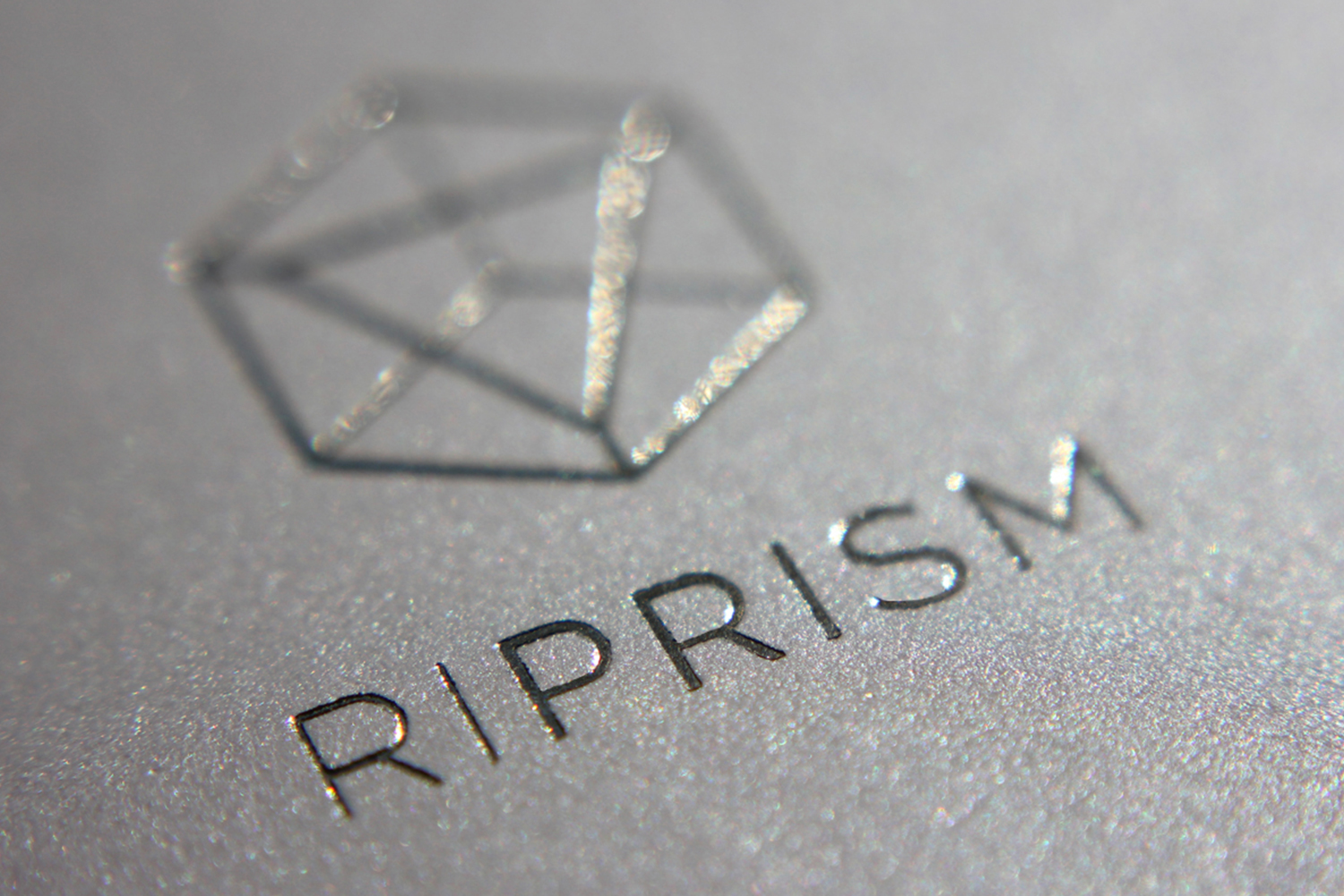 RiPrism —Iridescence of the cosmos at the tips of your fingers
