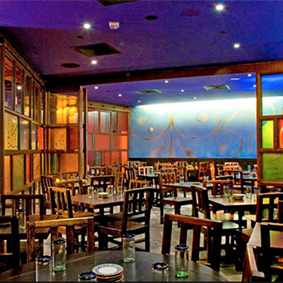 LA ESTRELLA  Up to 60 seated   75 reception A semi-private dining room with flexible seating options
