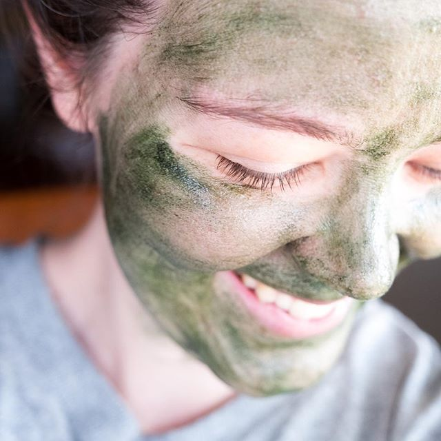 Who says masking's only for the weekends? Savoring this mid afternoon break with the @leahlaniskincare Mermaid Mask ✨