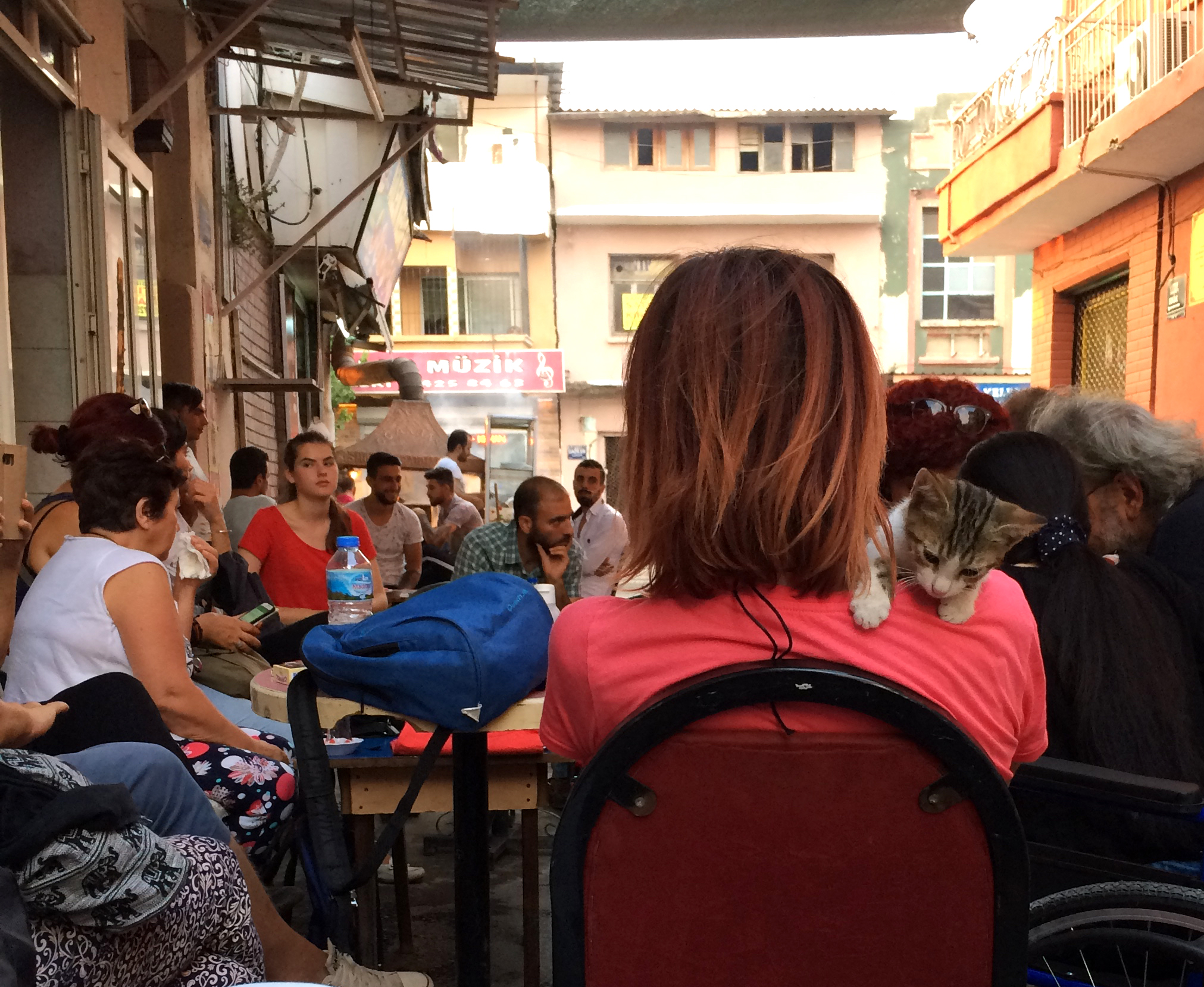 A meeting of local civil society organizations in the Basmane neighborhood outside of Kapilar is well attended by resident Turks as well as Syrians.