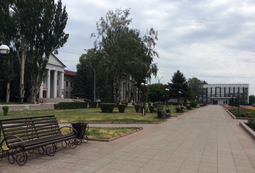 The main square of Pokrovsk on the weekend. It is quiet, but new IDP arrivals have breathed new vitality into the city.  Photo by Maryna Kabanets, 2018.