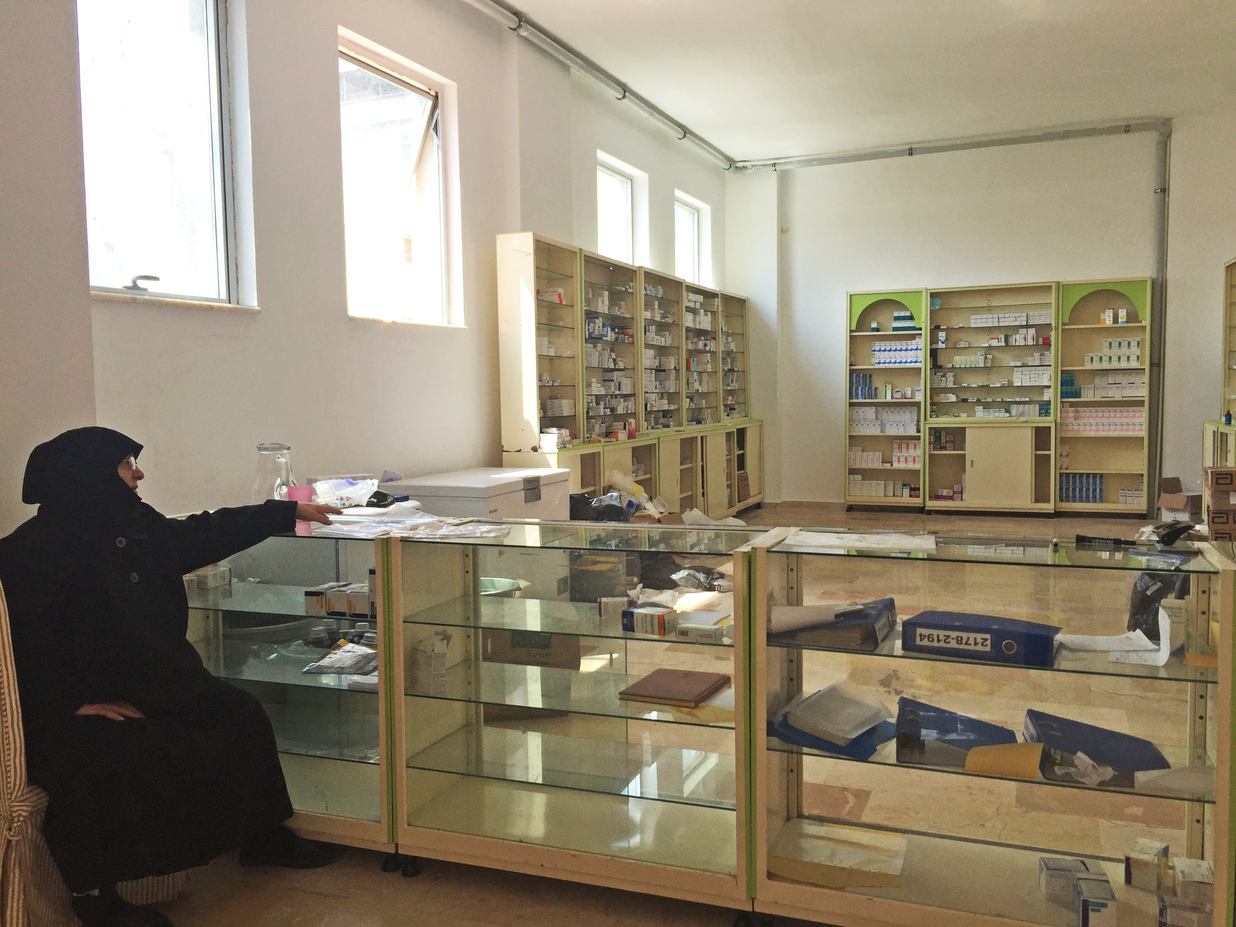 With support from international donors, pharmacies like this one have improved health services access for both refugees and resident Turks in the neighborhood. Photo by author.