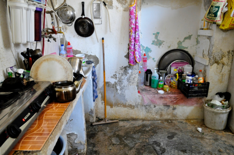 While refugees in Jordan have a wide range of socioeconomic statuses from low to high income, this photo shows the kitchen of a low-income refugee family in an Ammani apartment.