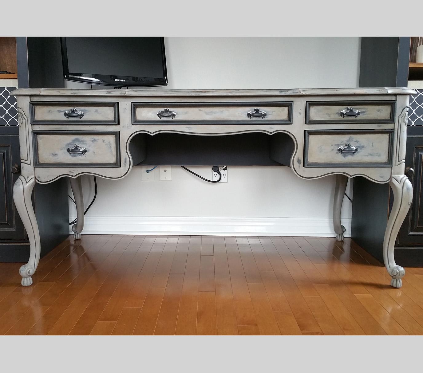 3 Desk.jpg