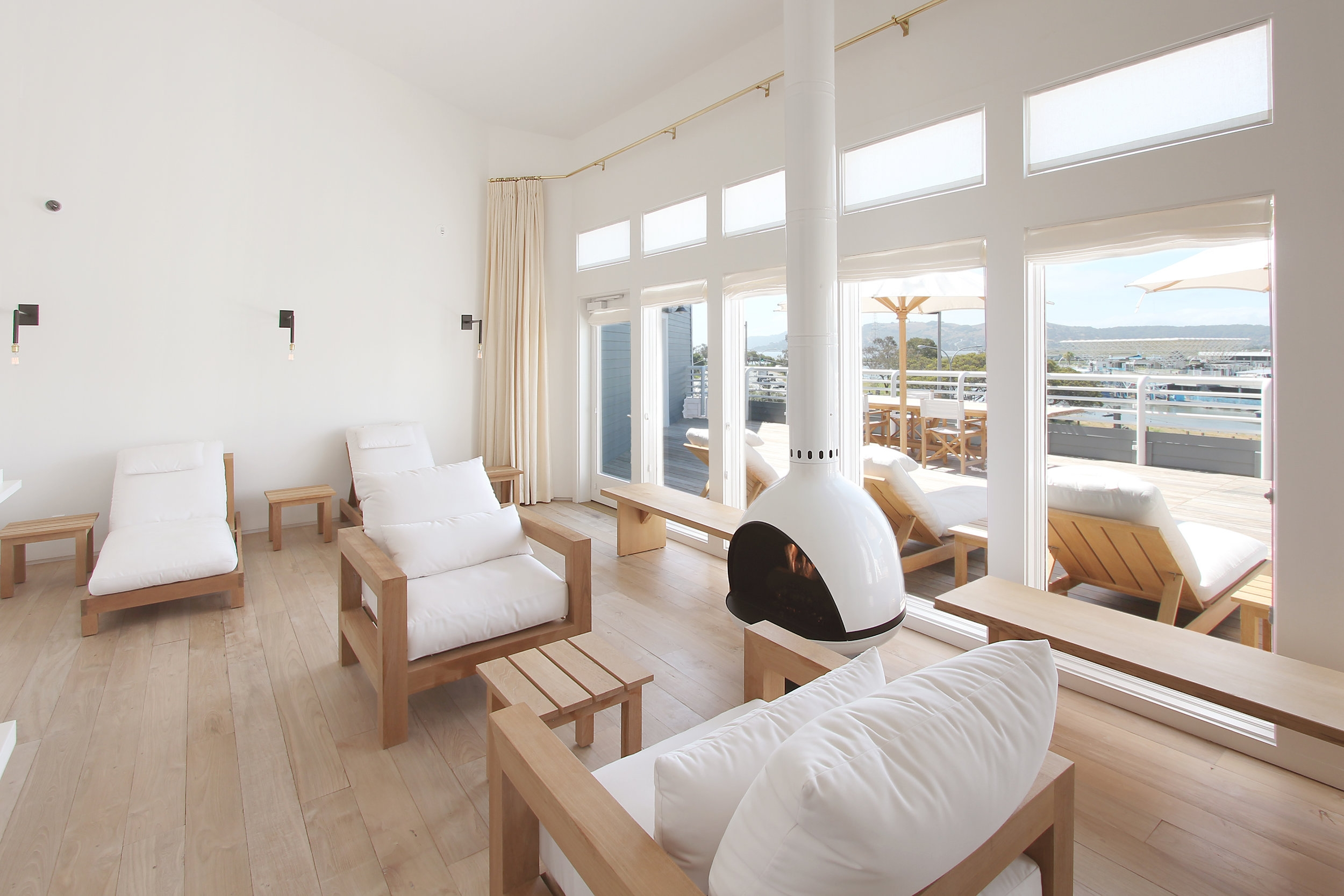 io-lounge-2.jpg