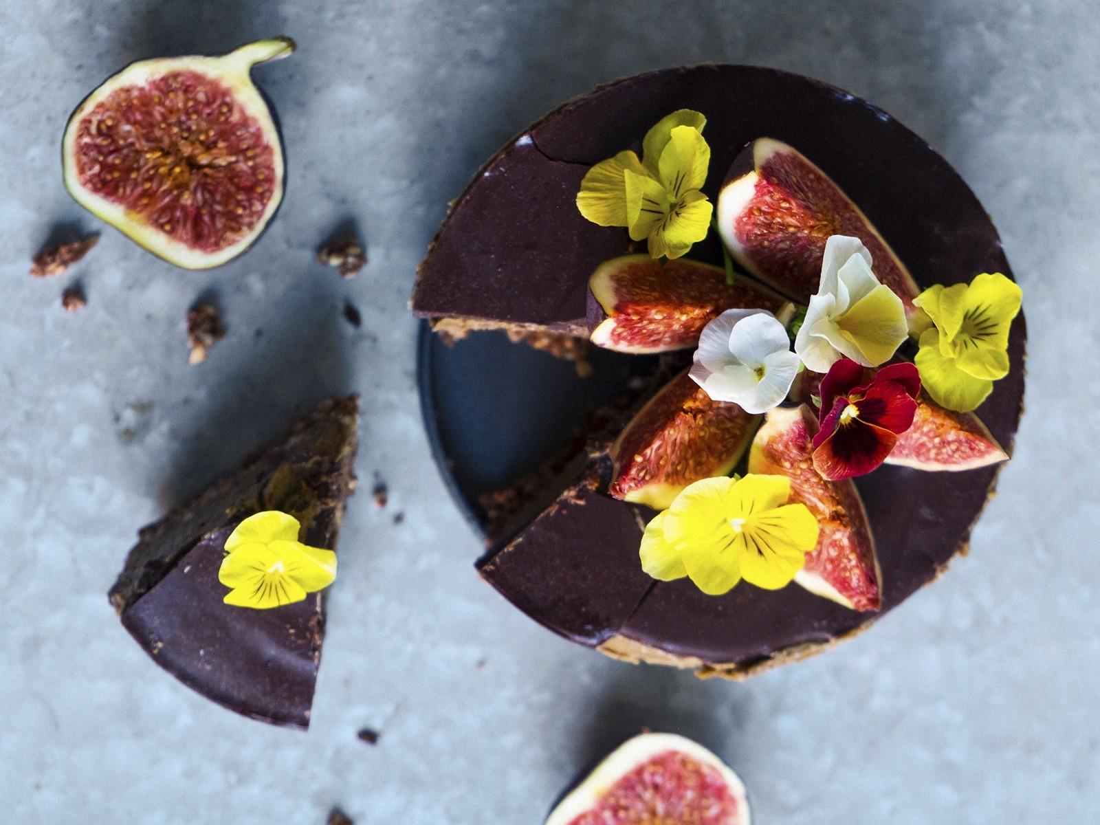 nyttig raw food choklad tårta recept.jpg