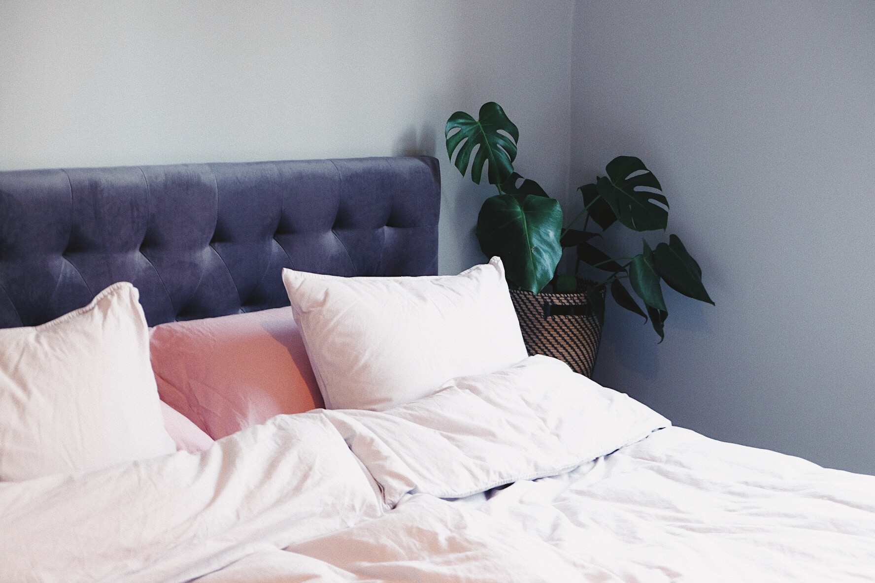 sänggavel ellos grå sammet.JPG