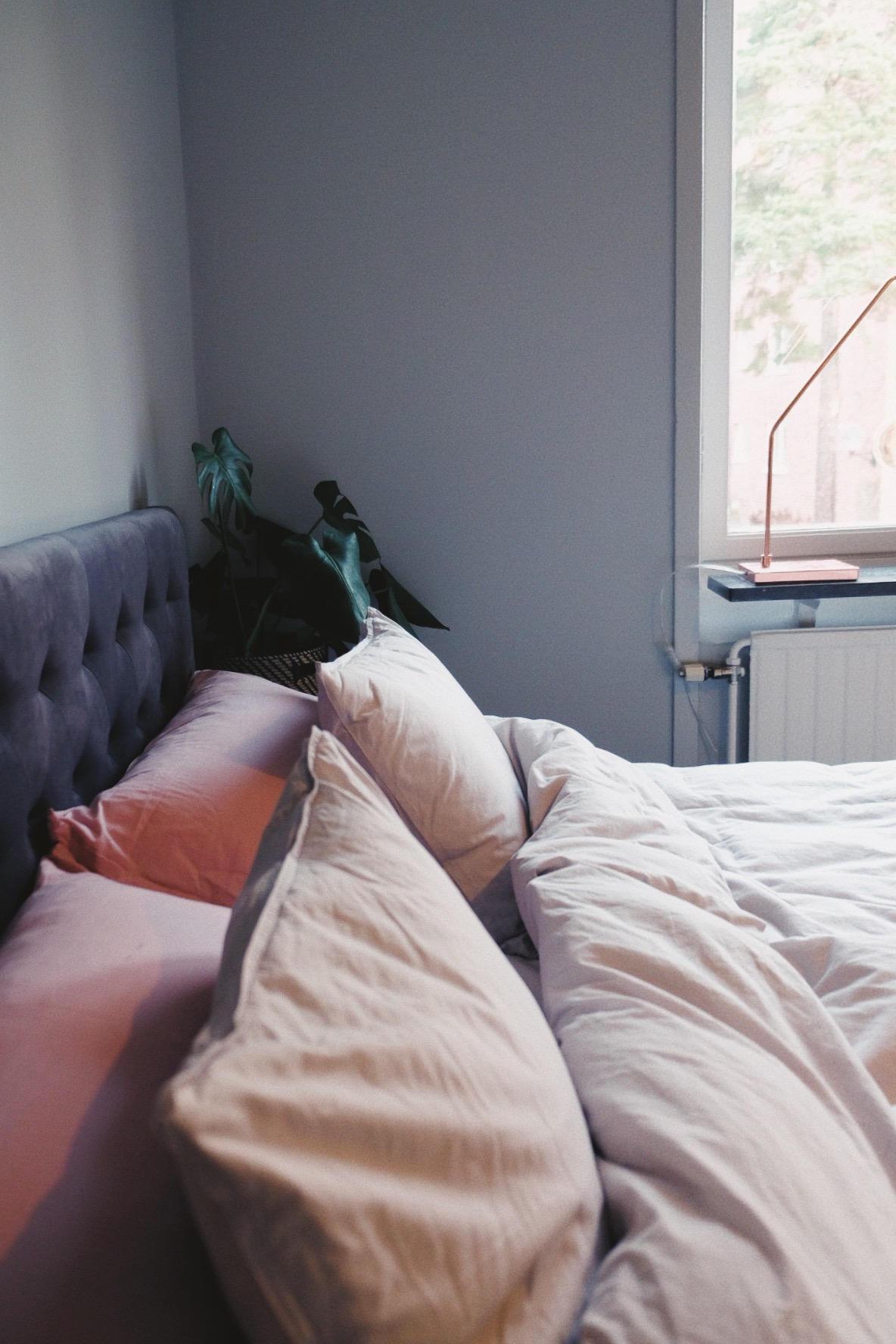 sänggavel ellos bella grå sammet