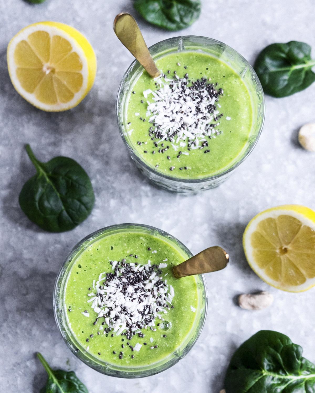 grön smoothie gurkmeja kokosvatten glow