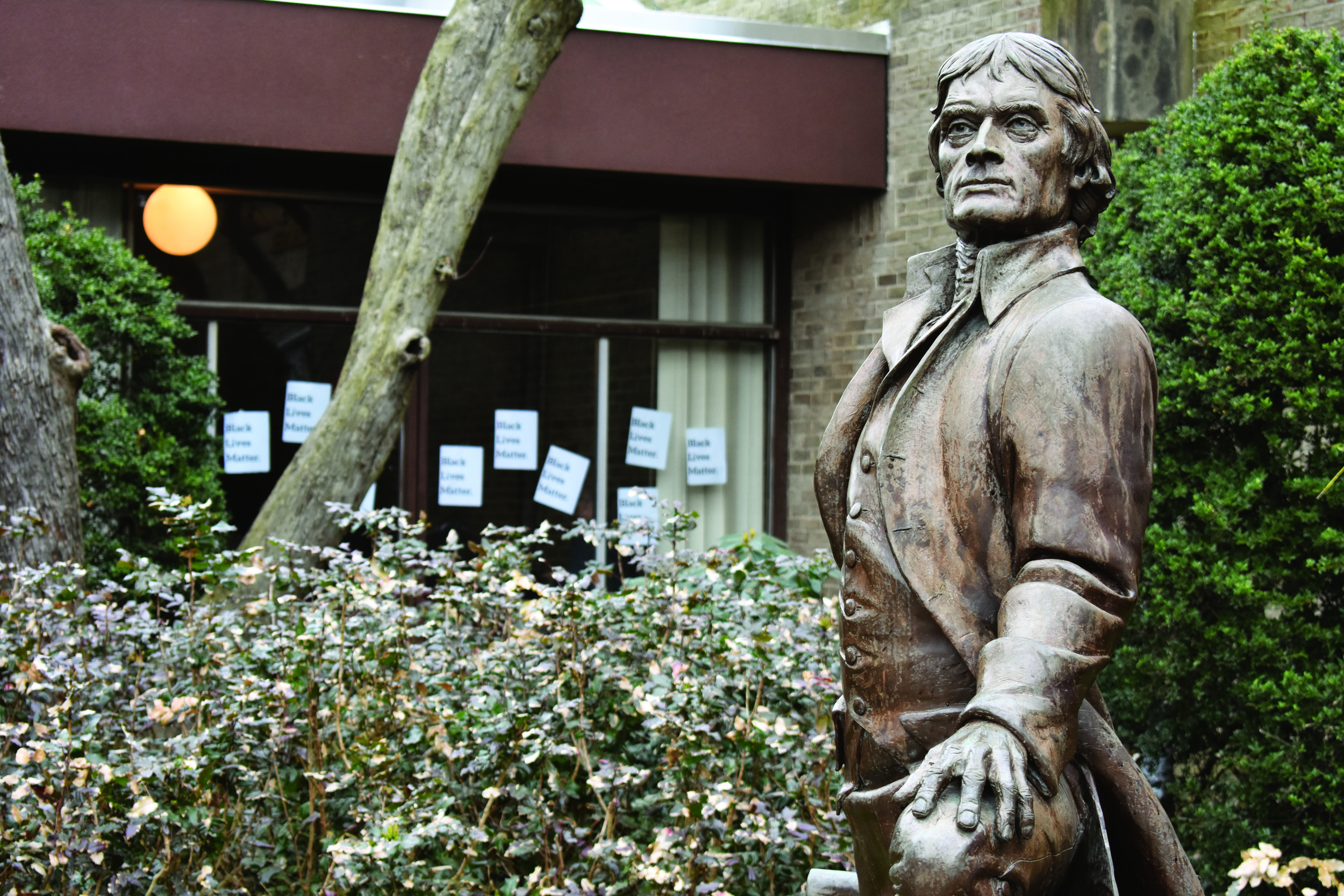 Petition to remove Jefferson statue ignites discourse. Photo courtesy of Peter Soucy/ Hofstra Chronicle