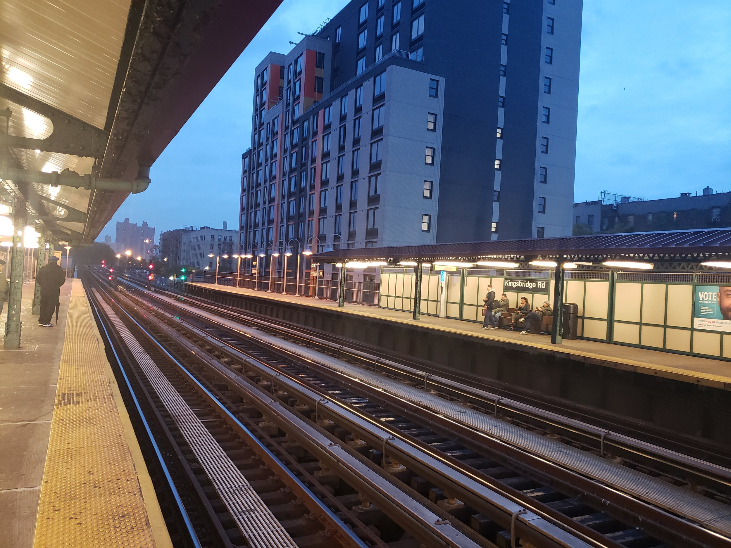 A view of the Kingsbridge Road subway station of the 4 Train, close to Lehman's entrance to the Student Life Building and Sports Field. Photo by Perla Tolentino.