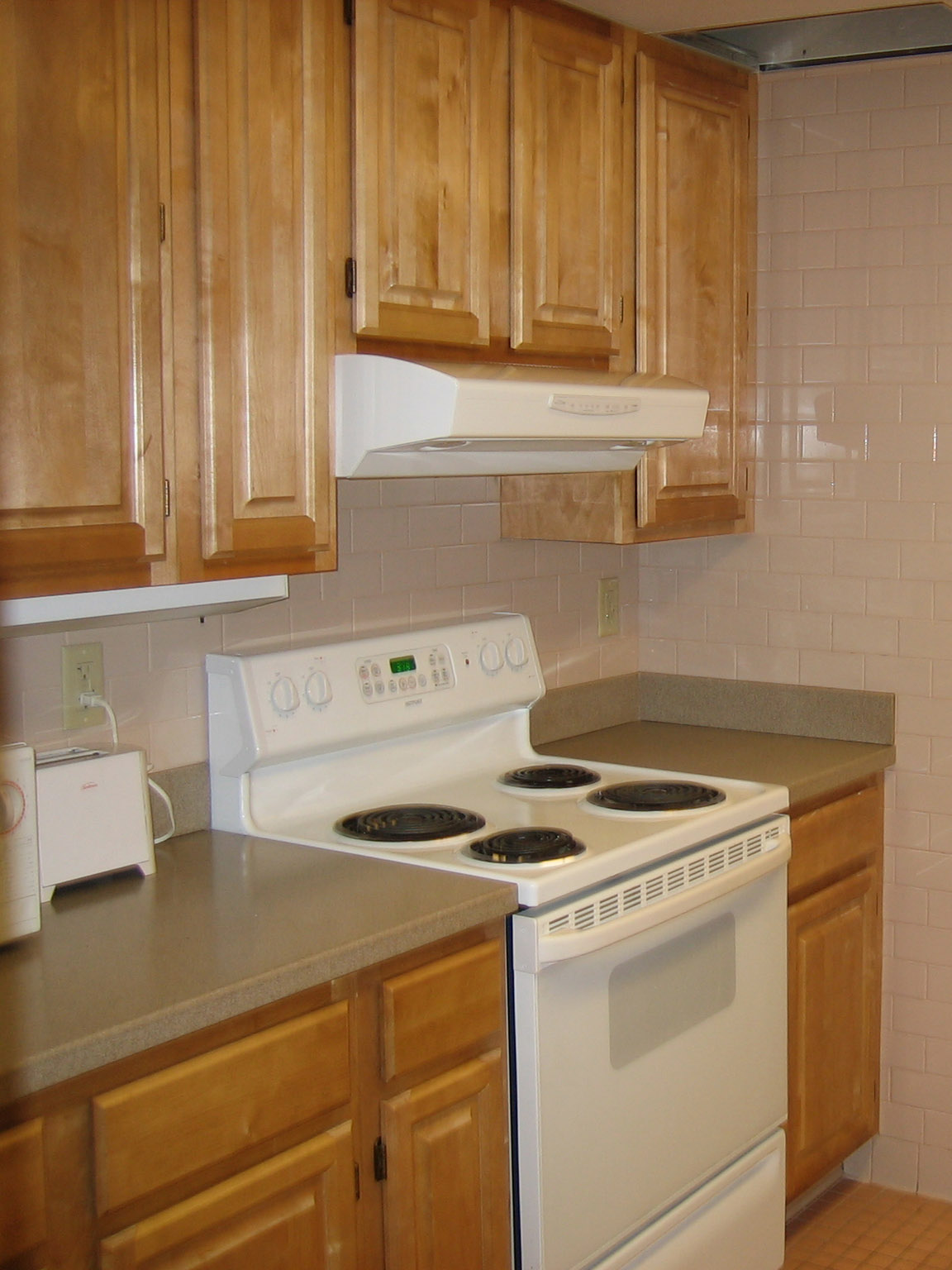 kitchen cabinets int pic.jpg