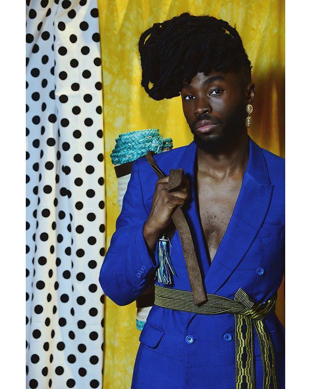 Shop the •AYELE• blazer [Link in bio] 💙💛 ➖Photography | @nuits_balneaires x @afrodyssee  #Fekhanti #FekhantiFabrics #MadeinSahel