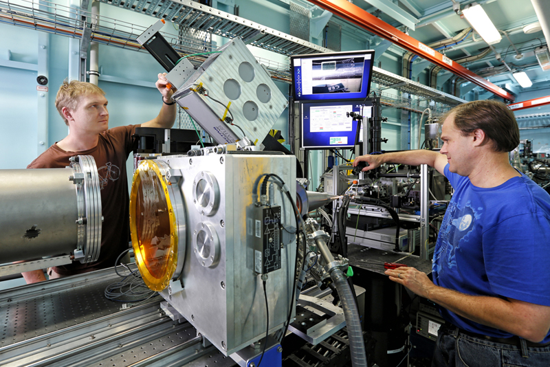 Scientists working on a beamline at the Australian Synchrotron, Melbourne [Image courtesy of Australian Synchrotron]