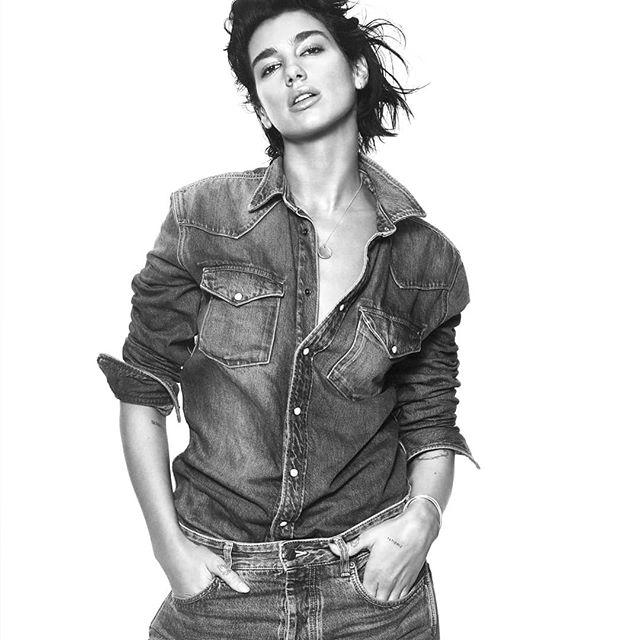 """Pepe Jeans a dévoilé sa collaboration avec la chanteuse #dualipa qui incarnera la marque pour la collection printemps-été 2019. - - Le style """"pop-décalé"""" de la nouvelle égérie se reflète dans la collection capsule issue de cette association. - - #Pepejeans #denim #fashion #fashionpics #streetwear"""