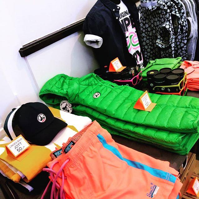 Viens découvrir un assortiment spécialement masculin et estival sur le thème de la plage au @popup_les10 . Un concept store d'une semaine (du 11 au 15 juin) au centre-ville de Genève. - - 📍Salle Centrale de la Madeleine, Rue de la Madeleine 10, 1204 Genève. 🕙 10h00 - 19h00 - -  #popupstore #geneve #casual #clothes #Superdry #jott #filnoir #dstrezzed #event #summer