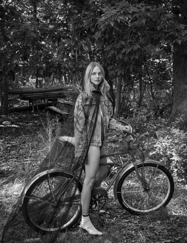 Sasha-Pivovarova-Interview-Magazine-October-2017-Editorial05.jpg