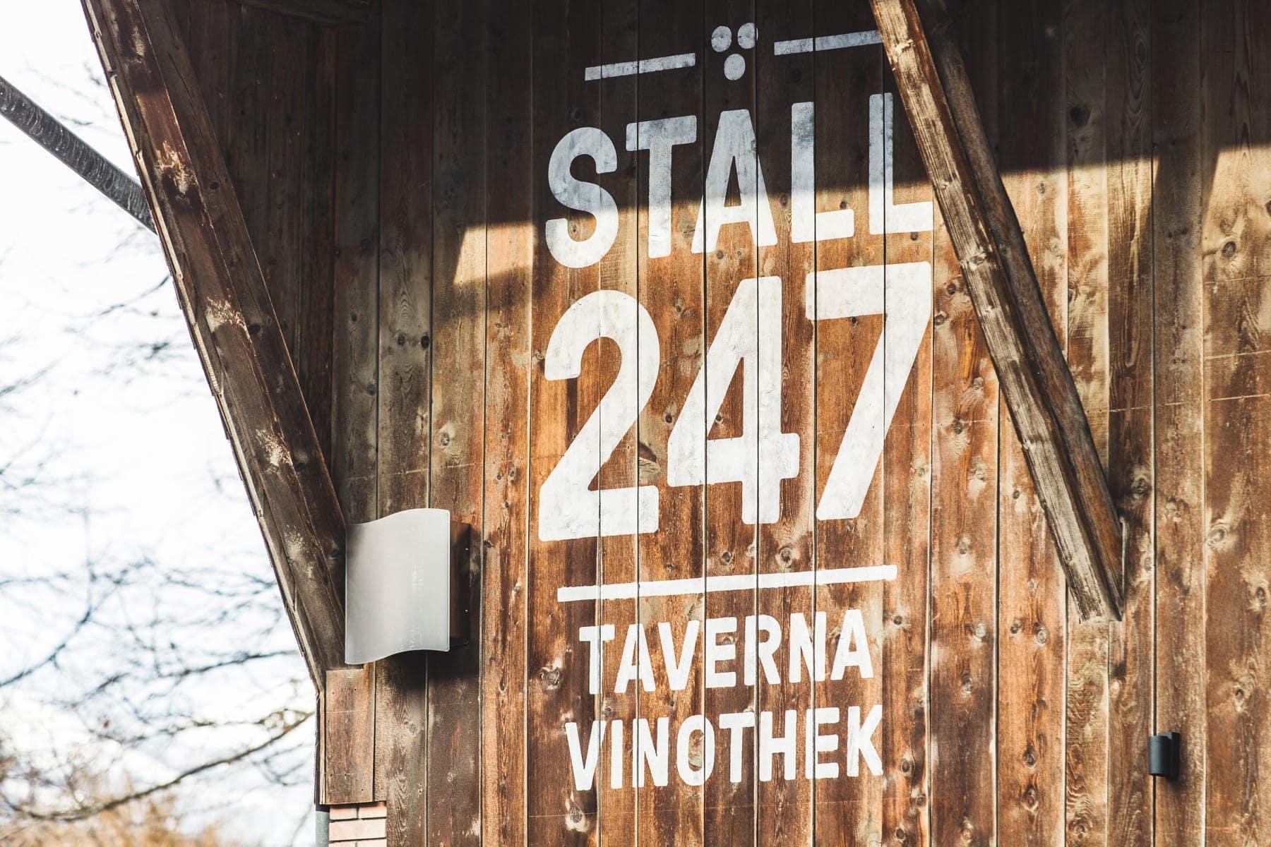 Stall247_Signage_aussen.jpg