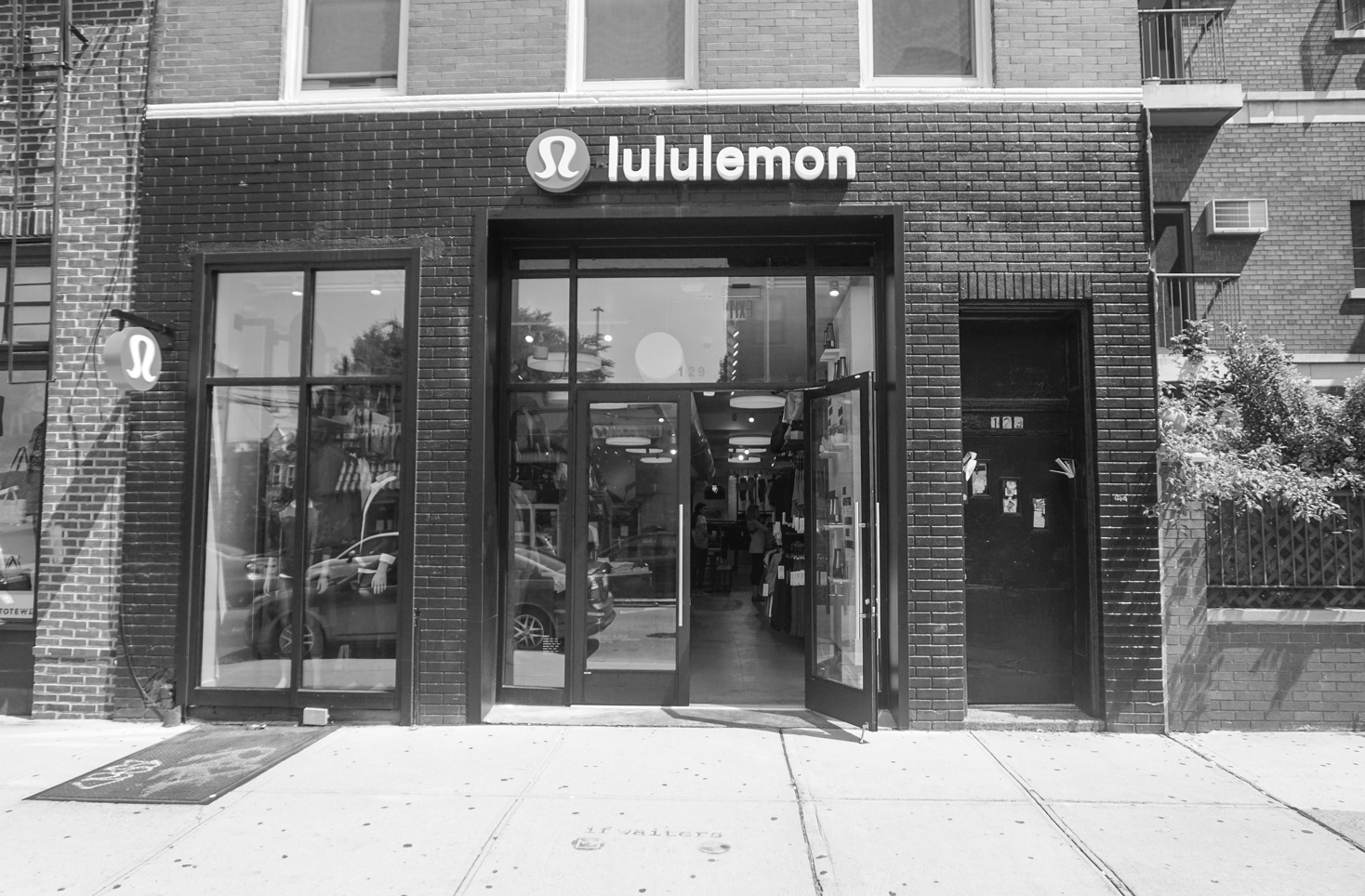 LULULEMON -