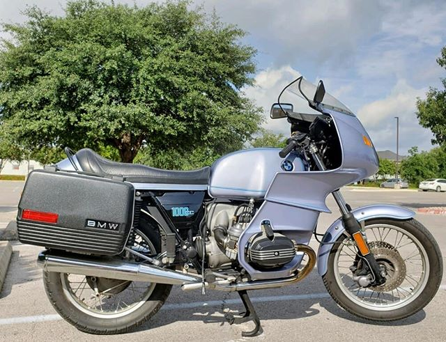 Beautiful R100RS available. First year of production, very lightly modified; top triple, handlebars and risers (off of r90s) - period correct modifications to make the bars fit in the fairing.  #beemer #r100rs #classicmotorcycle #airhead #touringbike #smtx #forsale #texas
