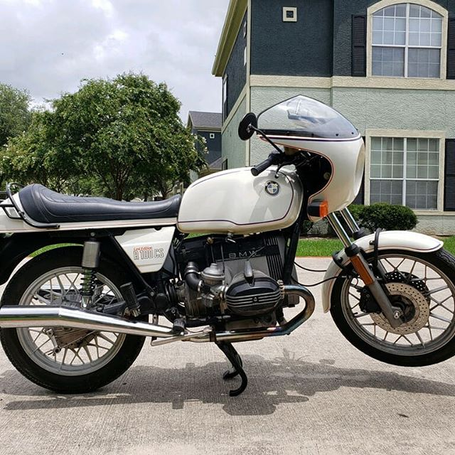 1984 R100CS! Lots of BMW posts lately but these beauties need to be seen! This one has a kickstarter and the factory lock and kneeler pad!  #lastedition #bmwmotorrad #beemer #bmw #r100 #airhead #forsale #smtx #texas