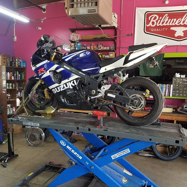 Never too old, we keep them on the road!  Doin a clutch on this 2004 GSX1000R.  #suzuki #gsxr #suzukigsxr #gixxer #motorcyclelift #clutch @biltwell #motorcycleshop #sanmarcos #texas