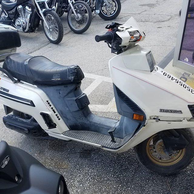Ugly scoots for Friday morning!  White is an 86 Honda Elite and black is an 09 Yamaha Zuma.  #uglyscooter #ducati #848 #yamahazuma #hondaelite #smtx #radrides #diamondintherough