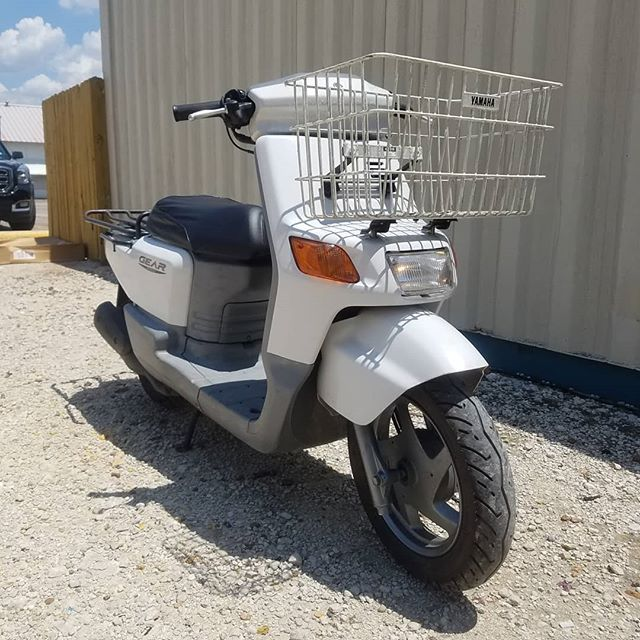 Neat JDM Yamaha Gear! Ready to ride, clean Texas Title! Check out that book/grocery haulin' basket up front! A factory option!  #jdm #jdmtexas #txst #college #yamaha #moped #campus #firstdayofschool #yamahagear