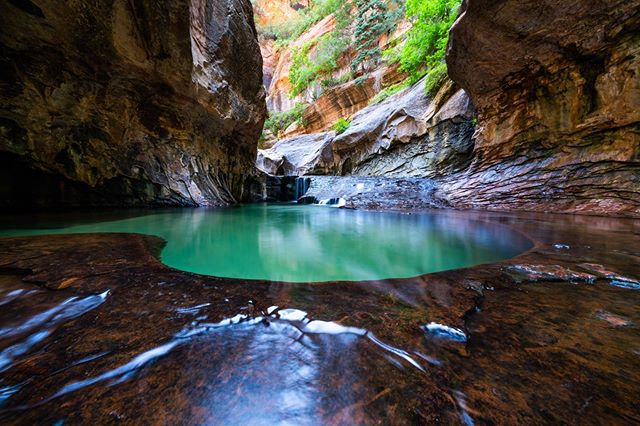 A couple of days ago we had hiked the Subways, a slotcanyon in #zion and I took this shot of the deep blue-green pools in the subway proper by balancing my camera on my backpack for a 2.5 second exposure. Really should've brought in a tripod, but didn't think about it...