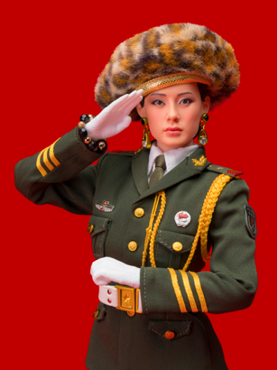 RED CHINESE DOLL (IN SPIEGEL)