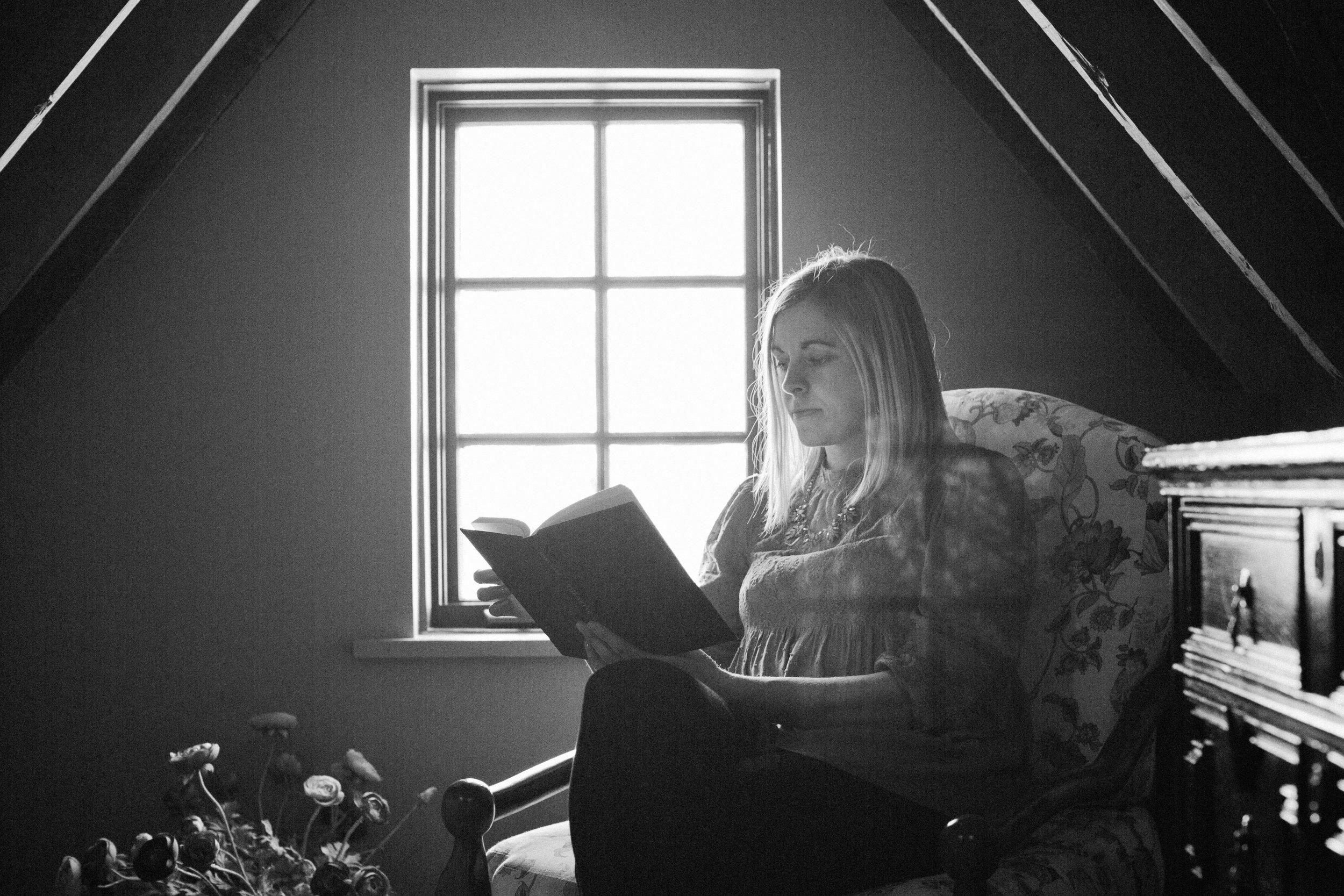 PURSUIT-BW reading chair horiz.jpg