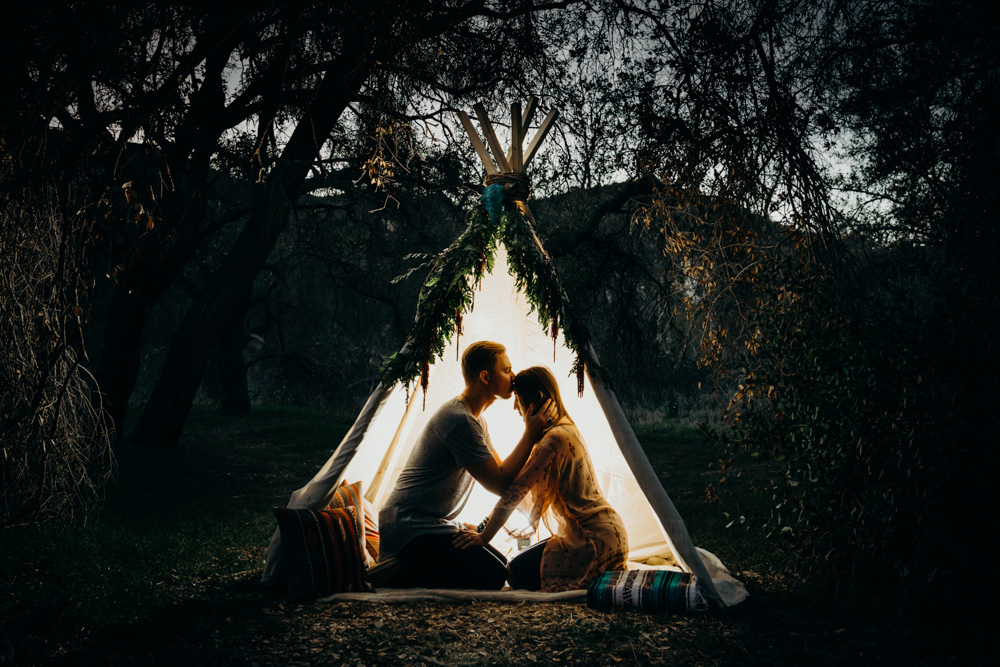 engagement-teepee-kiss-night-top-shelf-photo-1.jpg