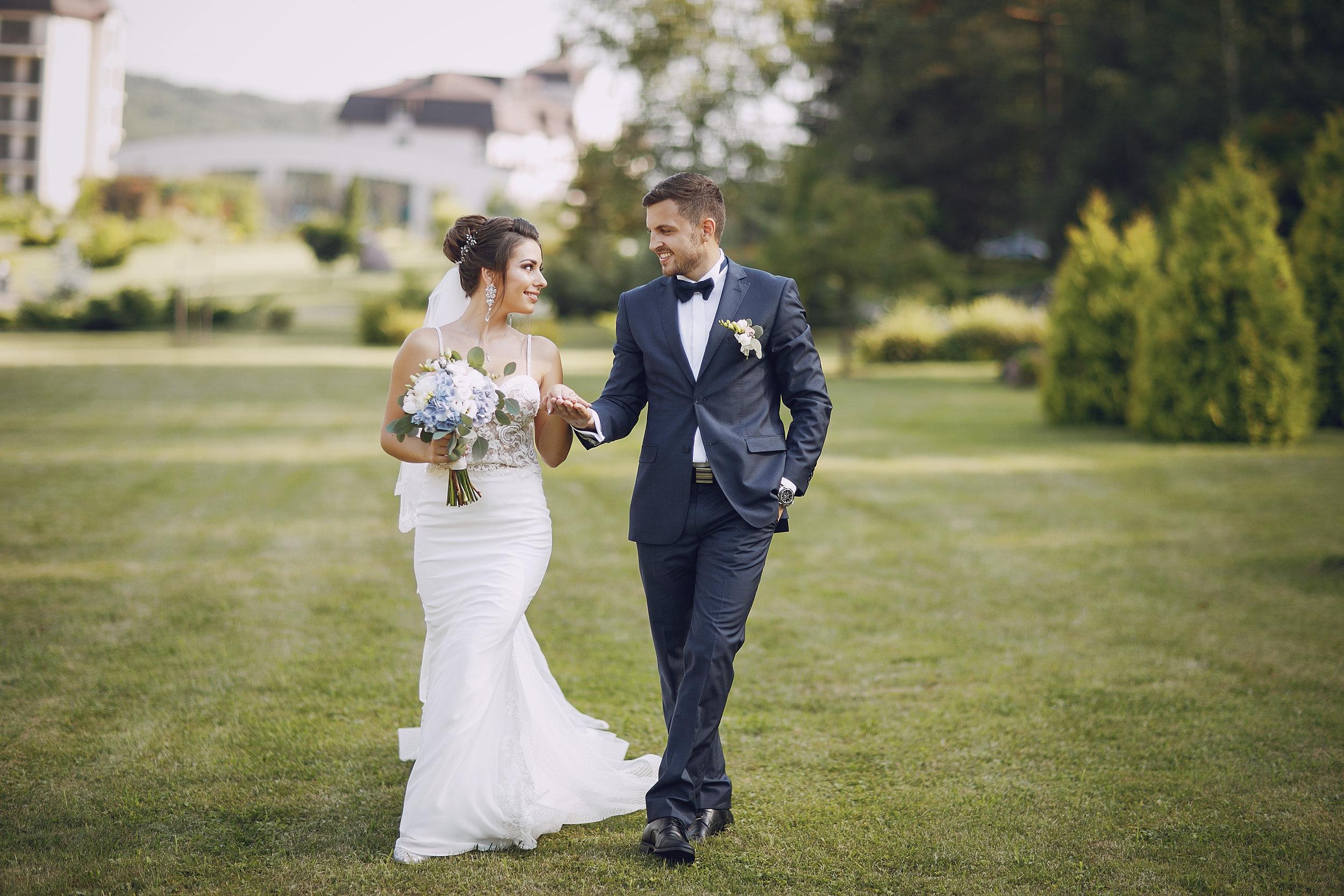 wedding-couple-47GZVTW.jpg