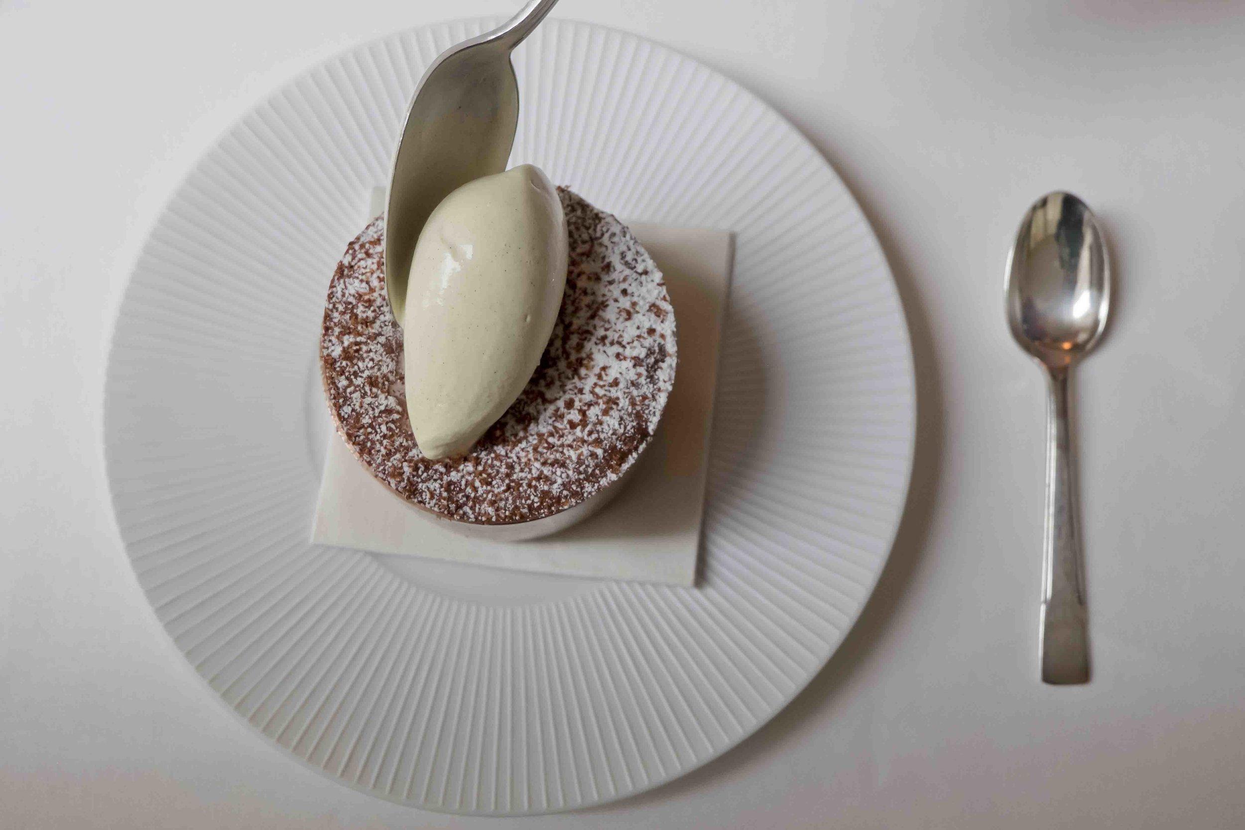 Soufflé au chocolat, glace vanille.jpg