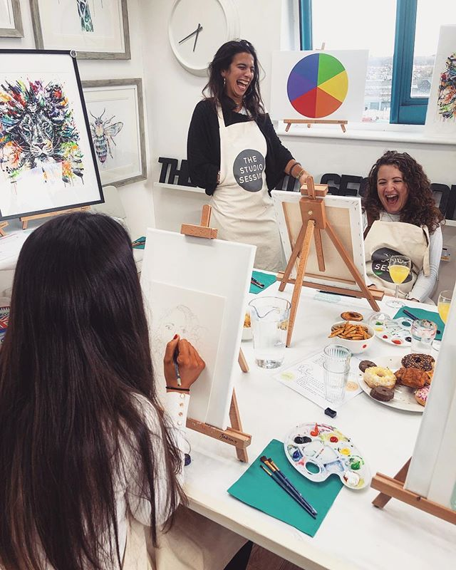 🌟 Want to make the most out of your London experience?! HELL YEAH you do!! 🌟. . Art 🎨 & Bottomless Prosecco 🥂. .Go on...you know you wanna 🌟🌟. . . . . . #LondonExperience #Art #London #Prosecco #Brunch #Bottomless #WineAndPaint #Creative #Fun #DayOut #FunDay #ThingsToDoInLondon #ArtLife #ArtLondon #Painting #ArtClass