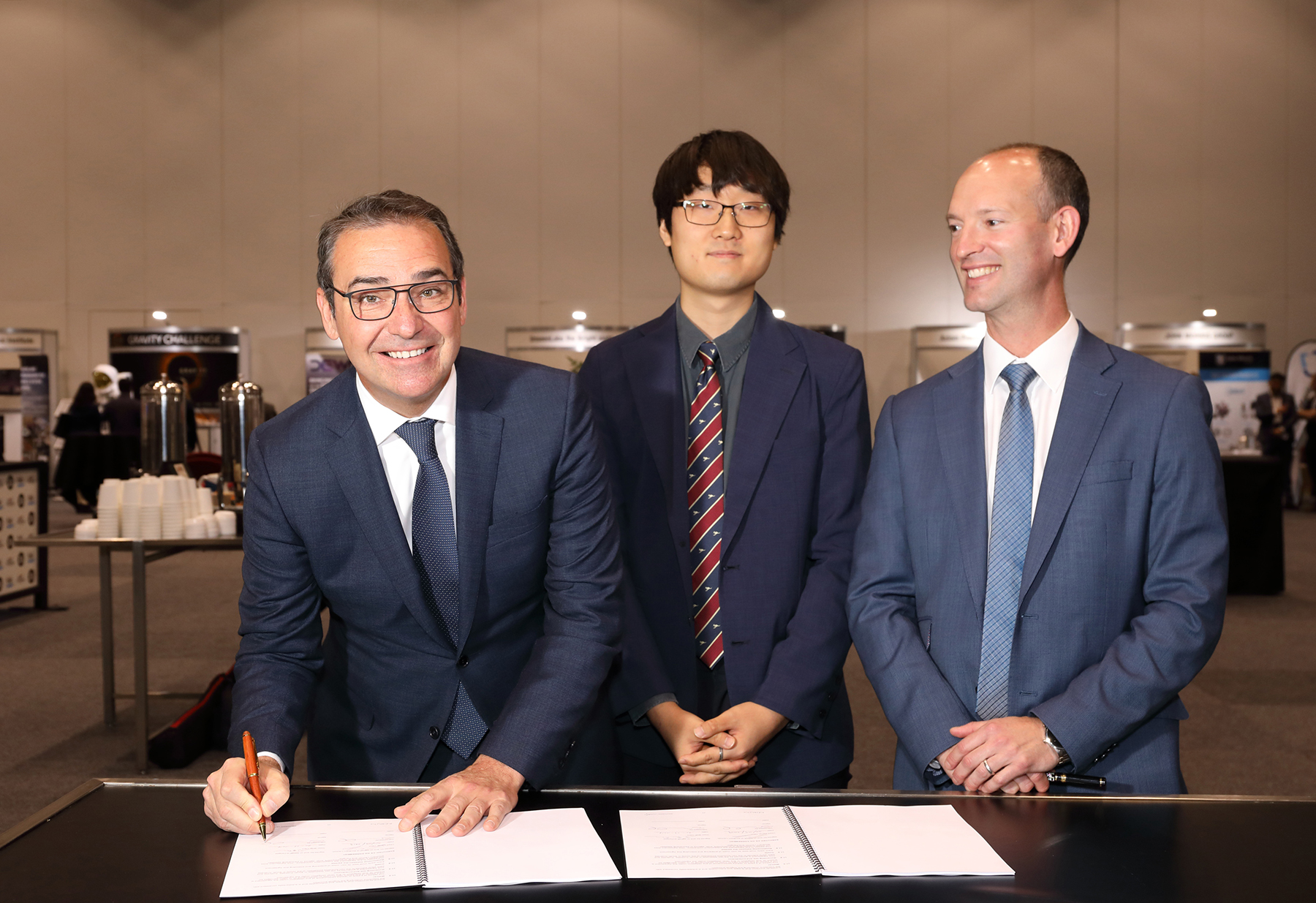 Premier Steven Marshall (left) Mr Yoon Shin (middle) and Mr Lloyd Damp (right) during the signing ceremony
